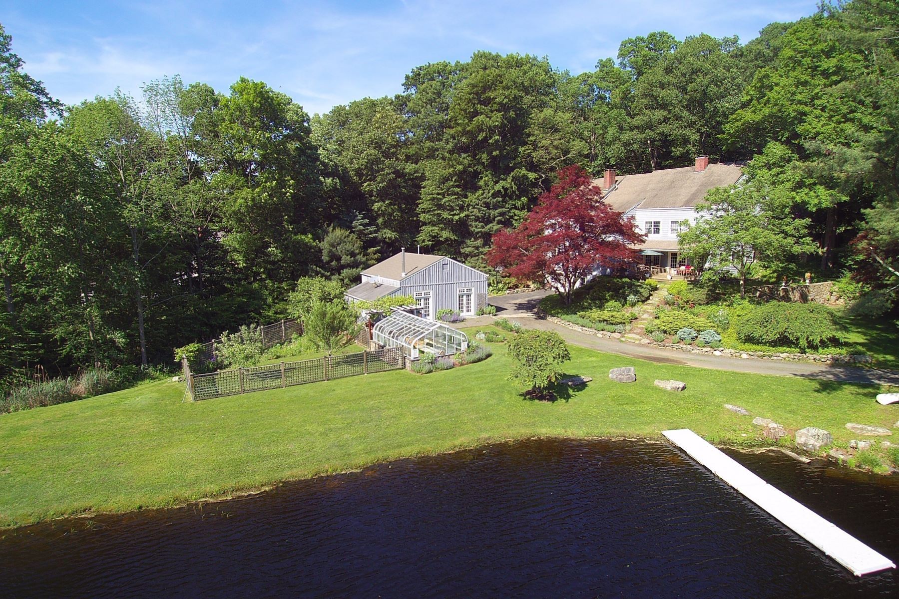 Eensgezinswoning voor Verkoop op WATERFRONT COUNTRY CAPE COD 44 Old Mill Road, Ridgefield, Connecticut 06877 Verenigde Staten