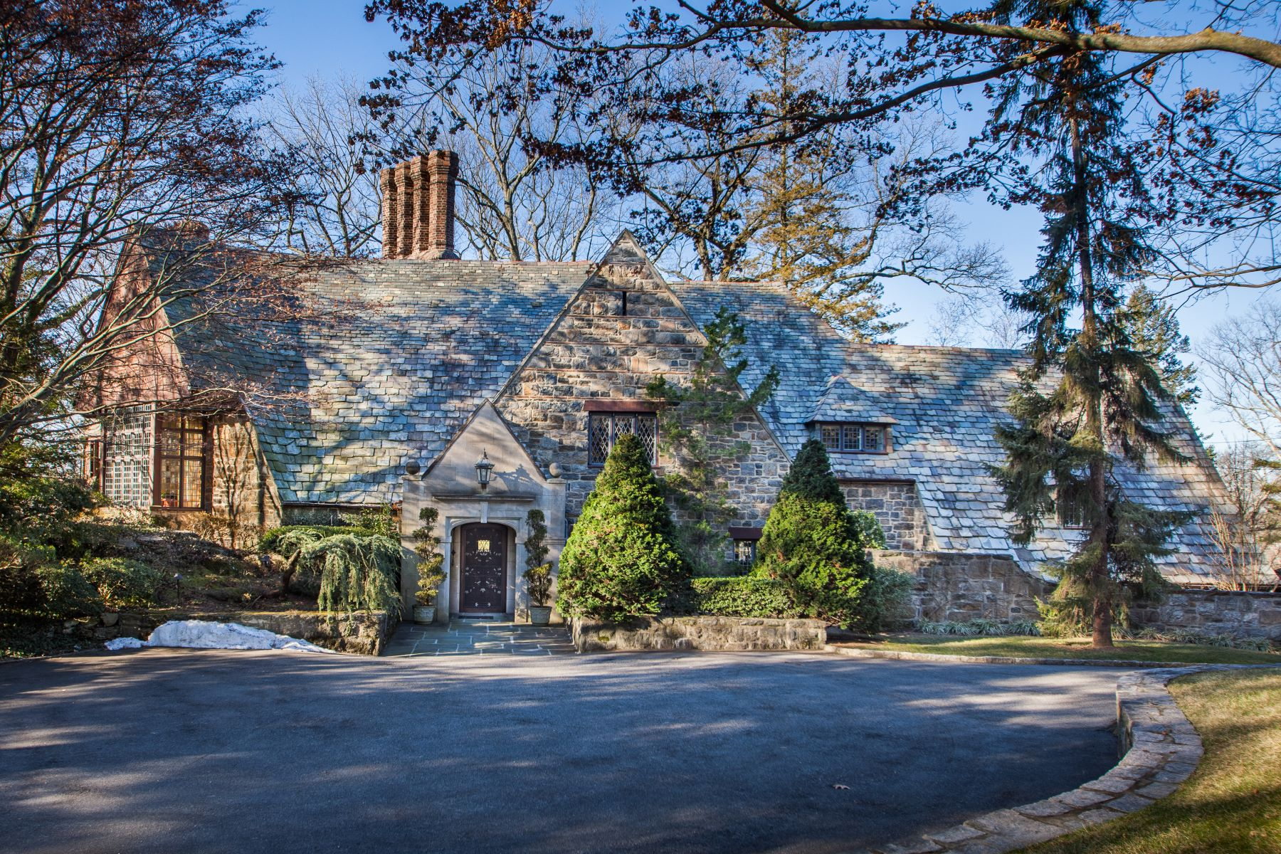 Maison unifamiliale pour l Vente à Prestigious Elm Rock Estate 3 Elm Rock Road Bronxville, New York 10708 États-Unis