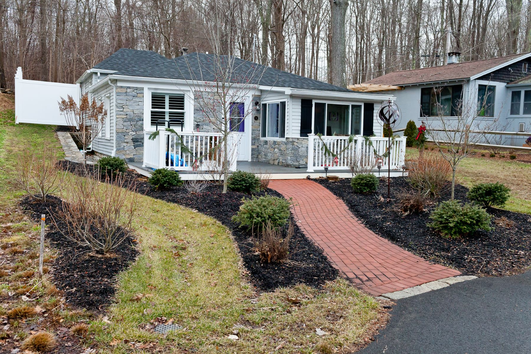Single Family Homes for Active at Charming Bungalow on Star Lake 538 Winthrop Road 5 Deep River, Connecticut 06417 United States