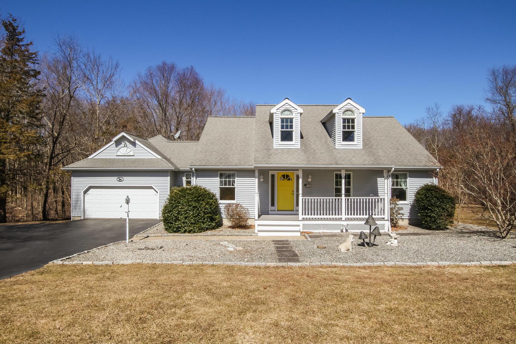 Eensgezinswoning voor Verkoop op Charming Comtemporary Cape 25 Bergendahl Dr, Griswold, Connecticut 06351 Verenigde Staten