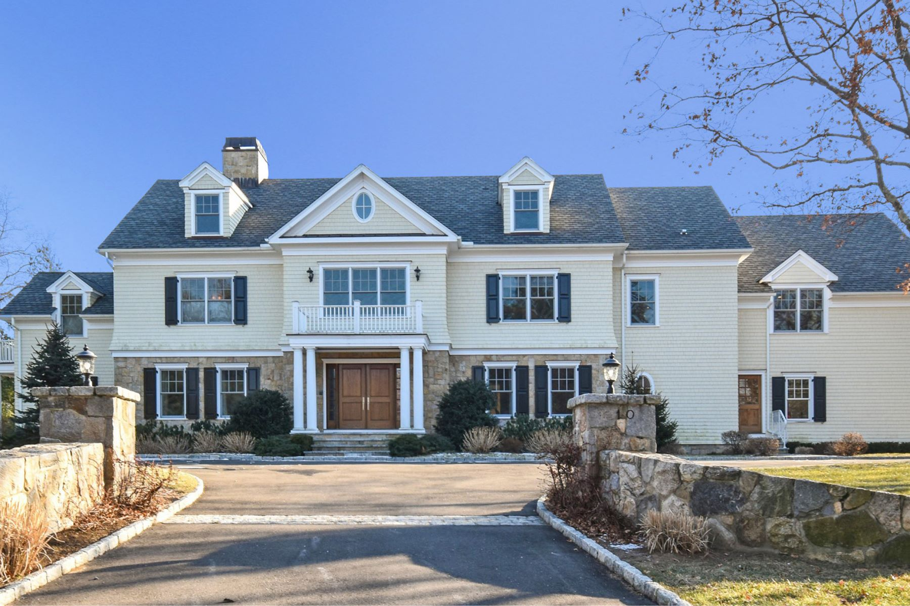 Moradia para Venda às GRACIOUS WESTOVER COLONIAL 10 Summit Ridge Road, Stamford, Connecticut, 06902 Estados Unidos