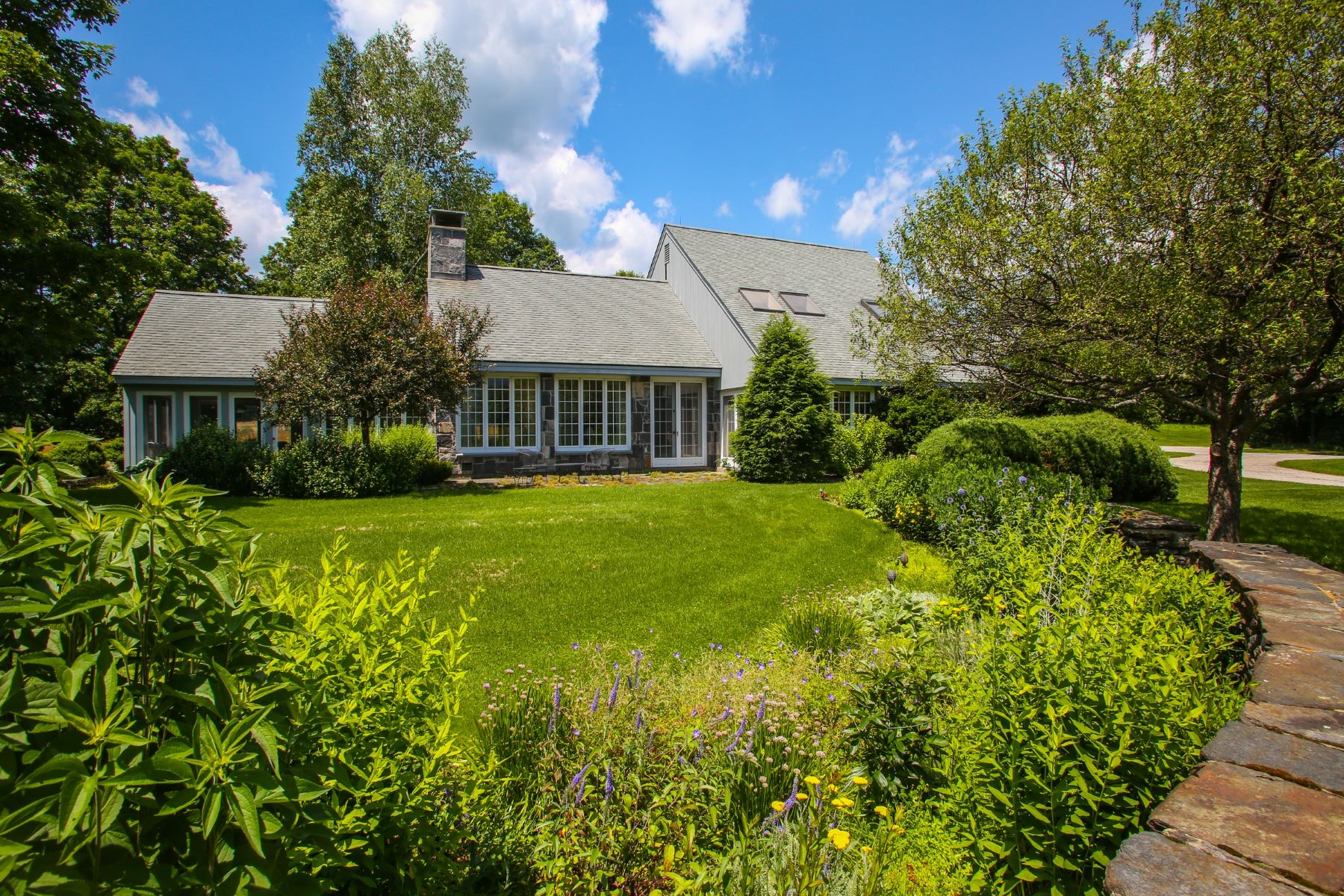 واحد منزل الأسرة للـ Sale في A Magical Property: A Beautiful Home with Mountain Views and In-ground Pool 295 Hancock Rd Williamstown, Massachusetts 01267 United States