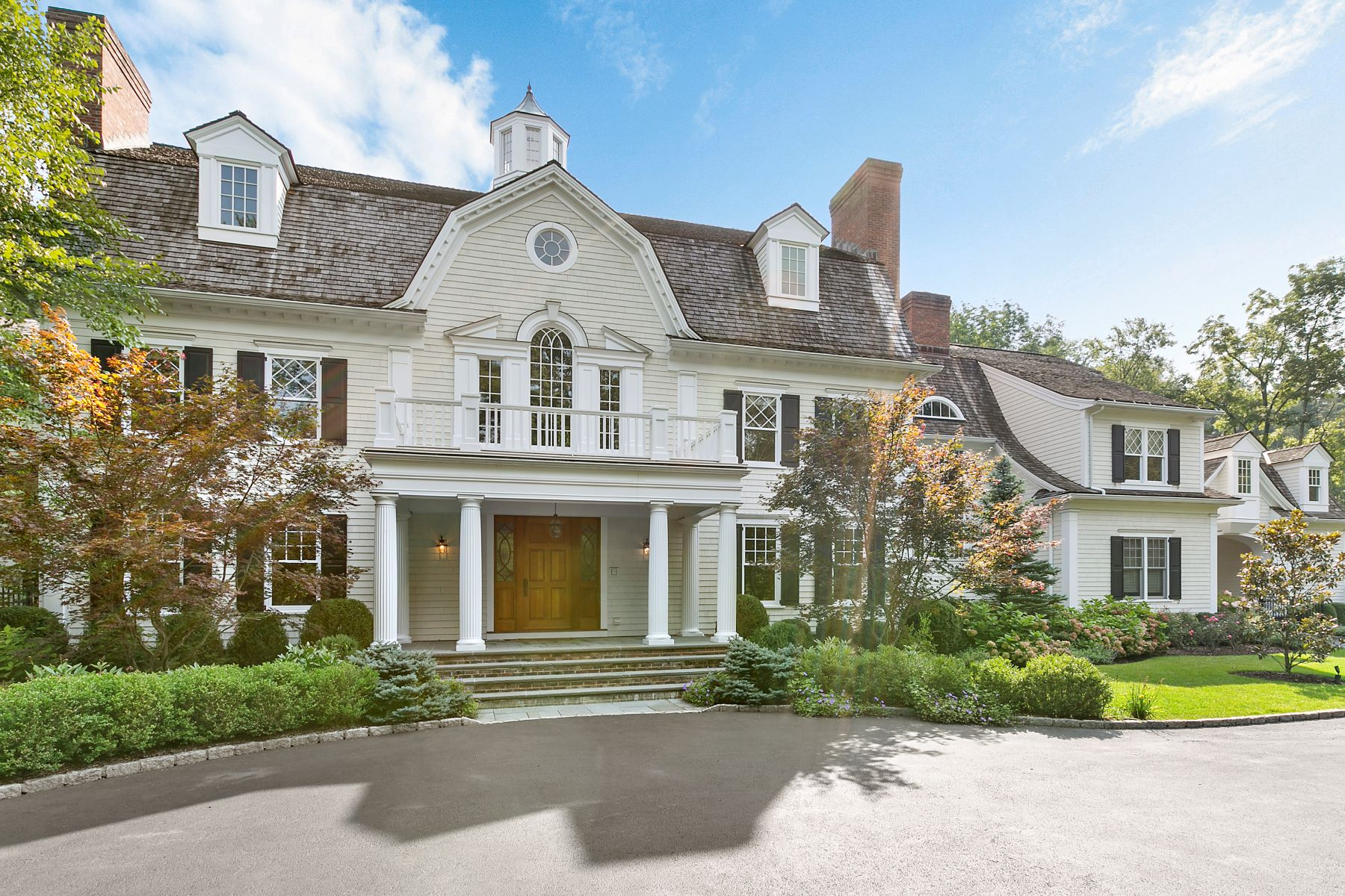 Maison unifamiliale pour l Vente à Beautiful Estate Home with Wow Factor 56 Sarles Street Armonk, New York 10504 États-Unis