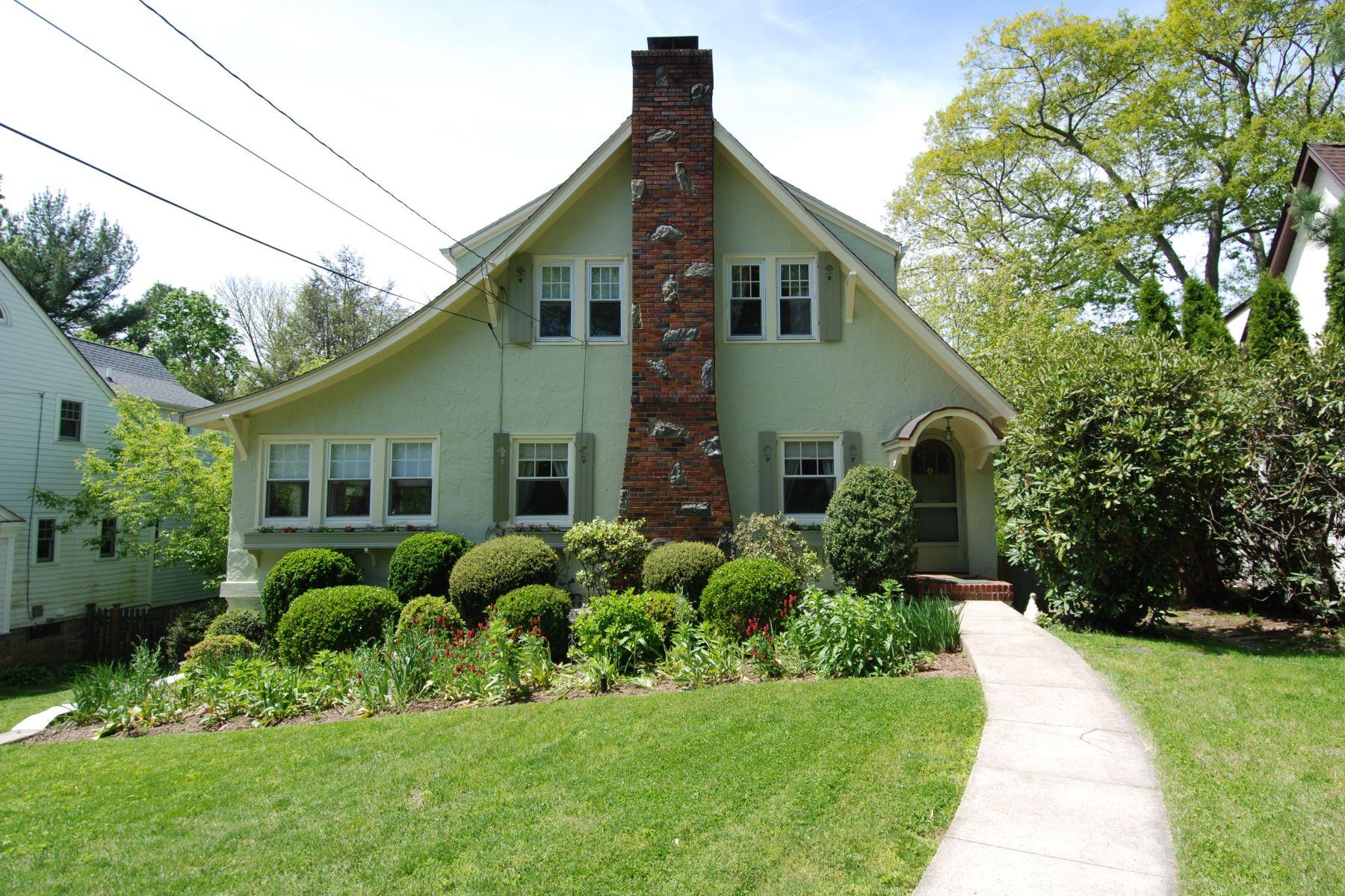 Частный односемейный дом для того Продажа на Captivating Colonial on Cul-de-Sac 75 Briarcliff Road, Larchmont, Нью-Йорк, 10538 Соединенные Штаты