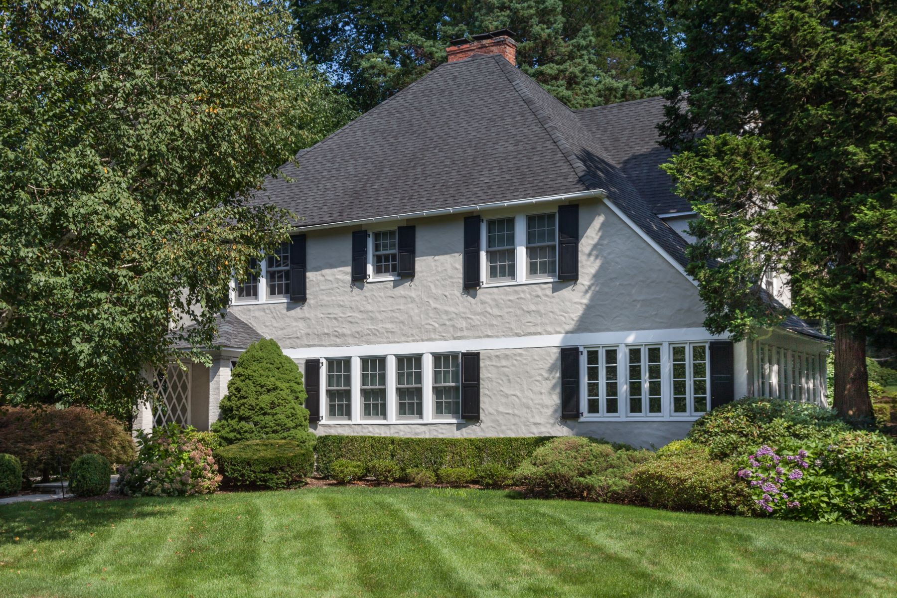 واحد منزل الأسرة للـ Sale في Elegant & Tasteful 98 Park Avenue, Bronxville, New York, 10708 United States