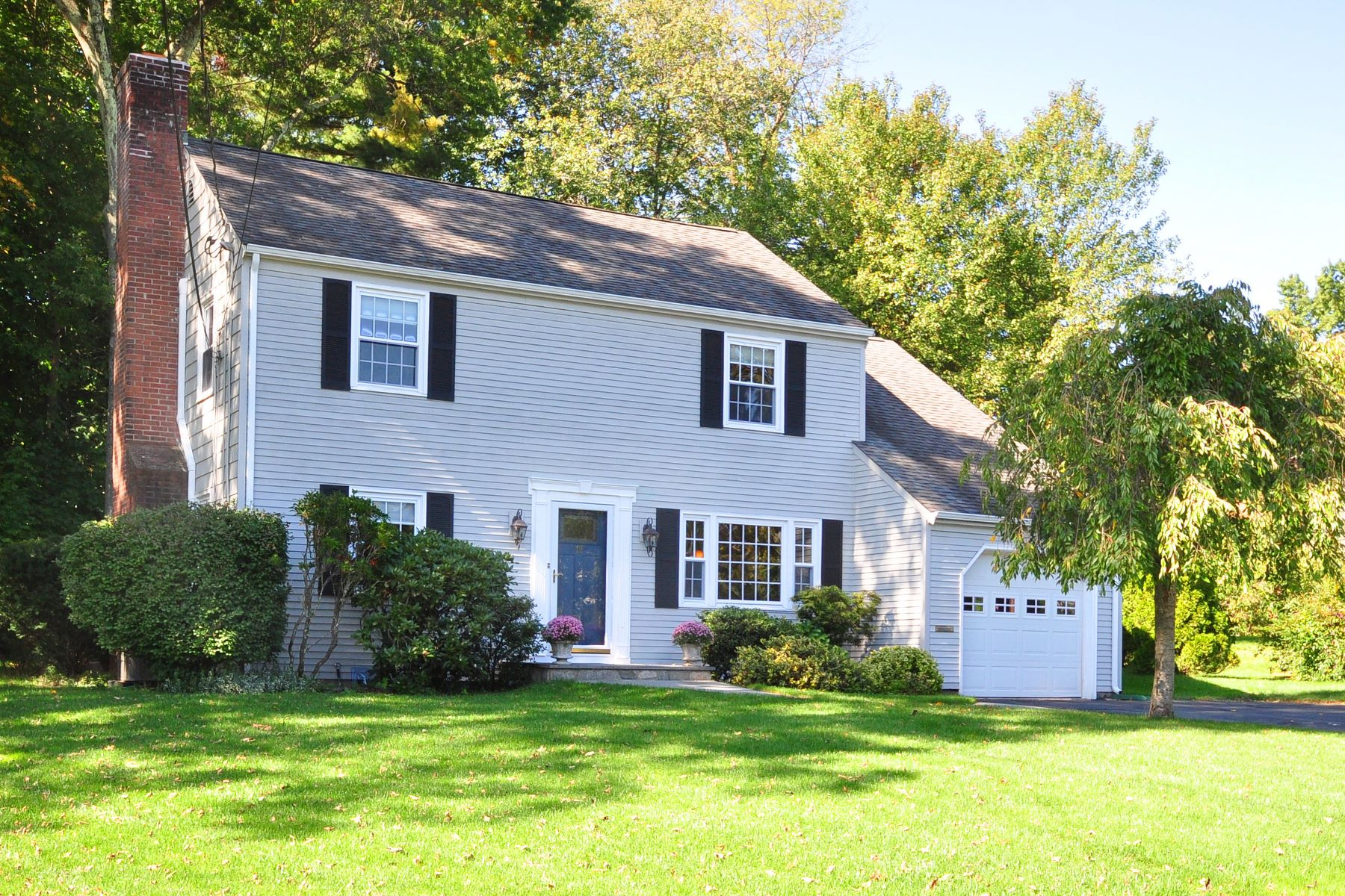 Single Family Homes for Sale at 17 Day Road West Hartford, Connecticut 06117 United States