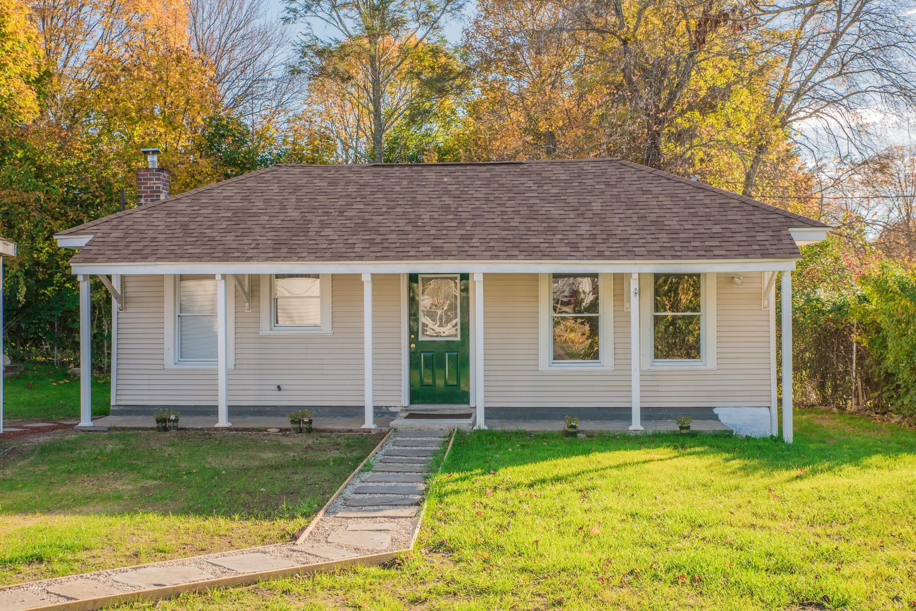 단독 가정 주택 용 매매 에 Newly Remodeled Bungalow 20 William St Waterford, 코네티컷, 06385 미국