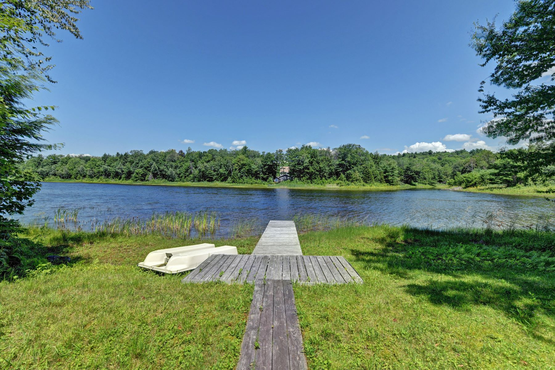 Single Family Homes for Sale at Affordable, Comfortable, Move-In Ready Lake Front Home 39 Long Bow Ln Cir Becket, Massachusetts 01223 United States
