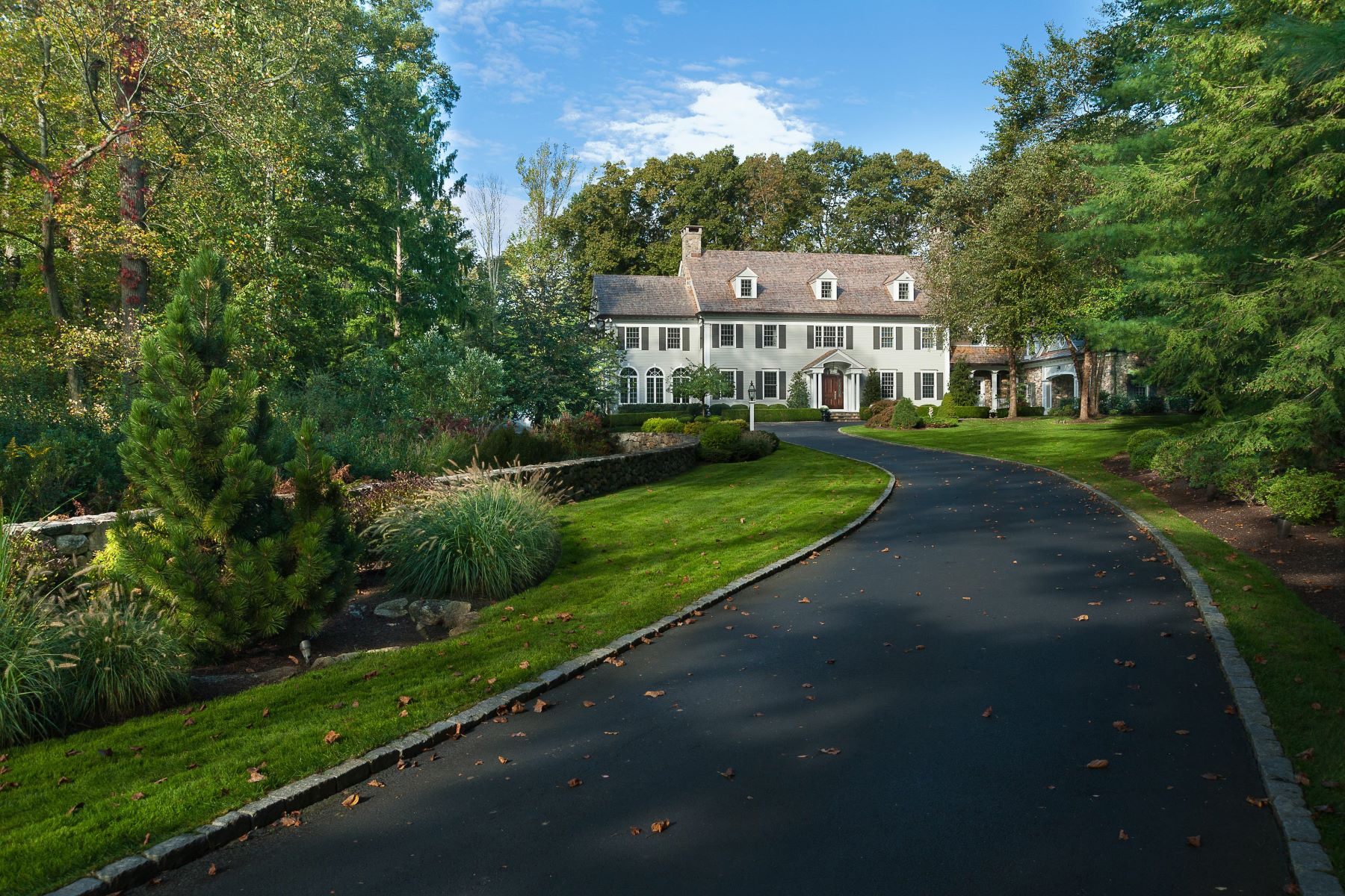 واحد منزل الأسرة للـ Sale في Stately Home and Grounds in West Road Enclave 709 West Road, New Canaan, Connecticut, 06840 United States