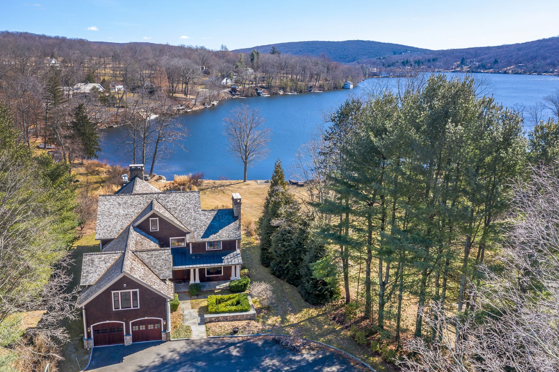 Single Family Homes per Vendita alle ore Rare Direct Waterfront 7 Arrow Point Road Warren, Connecticut 06777 Stati Uniti