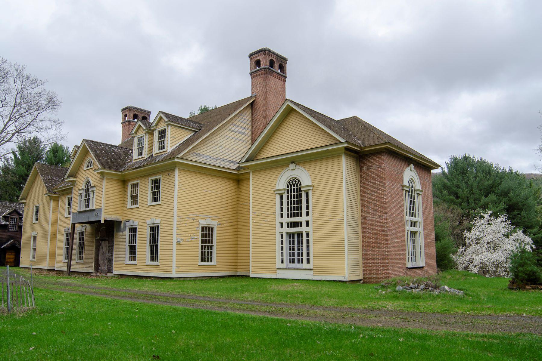 Single Family Homes för Försäljning vid On the banks of the Green River 245 County Route 71, Hillsdale, New York 12529 Förenta staterna