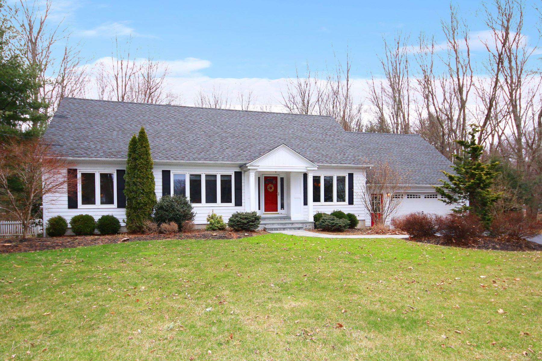 Eensgezinswoning voor Verkoop op 535 Whitney Avenue Trumbull, Connecticut 06611 Verenigde Staten