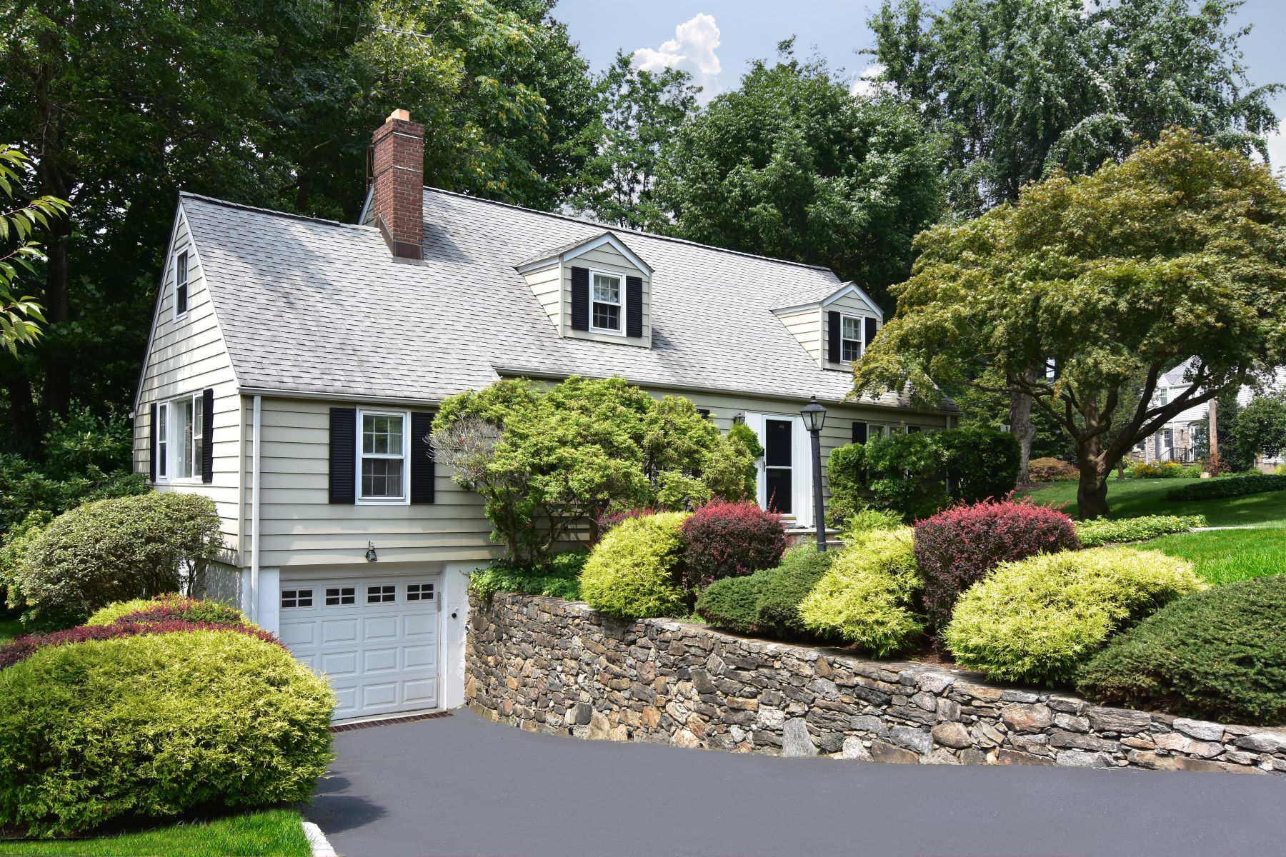 Single Family Homes for Active at 102 Crest Drive Tarrytown, New York 10591 United States