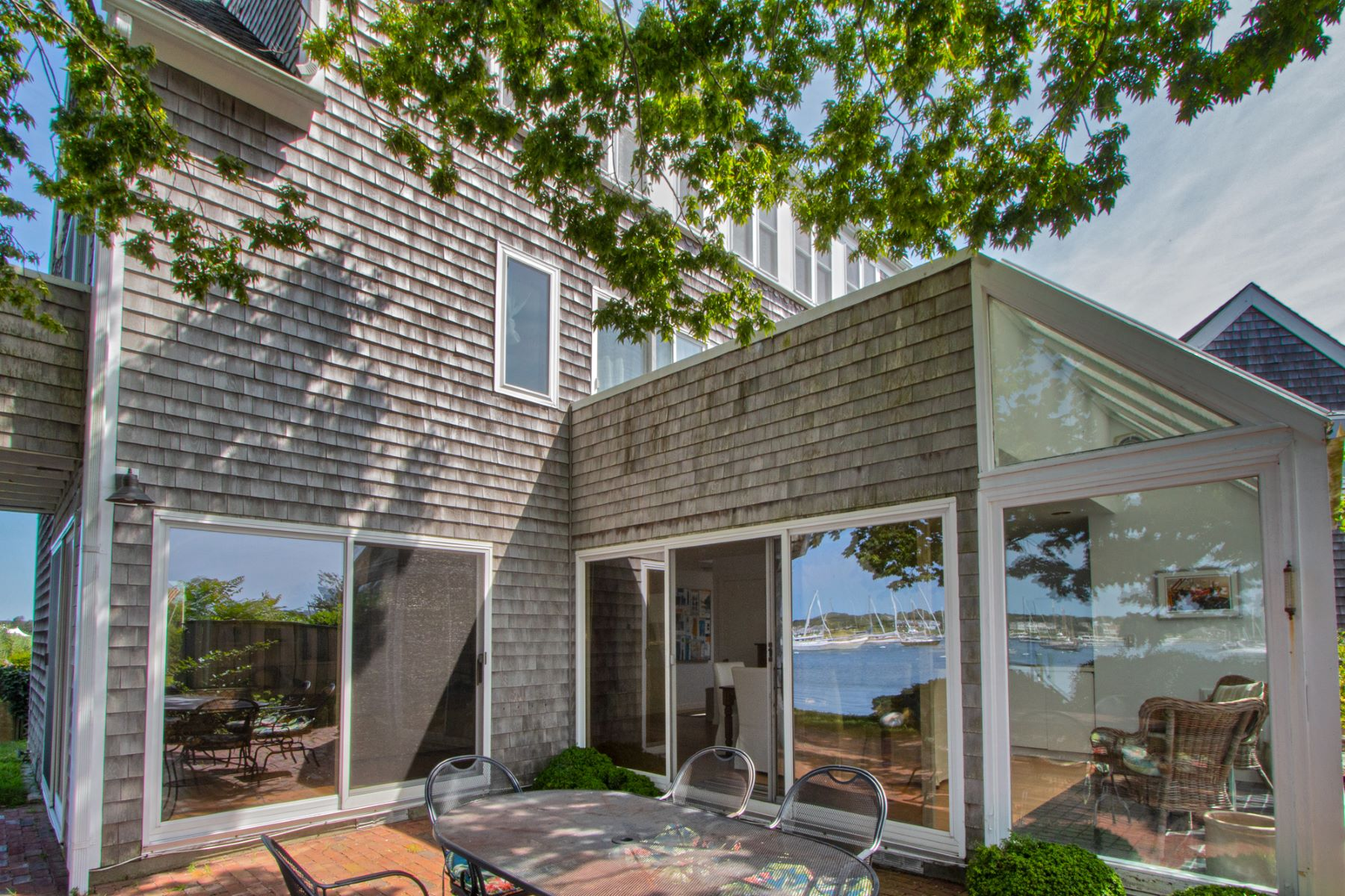 Single Family Homes 为 销售 在 Waterfront in Stonington Borough! 13 Front Street 斯通宁顿, 康涅狄格州 06378 美国