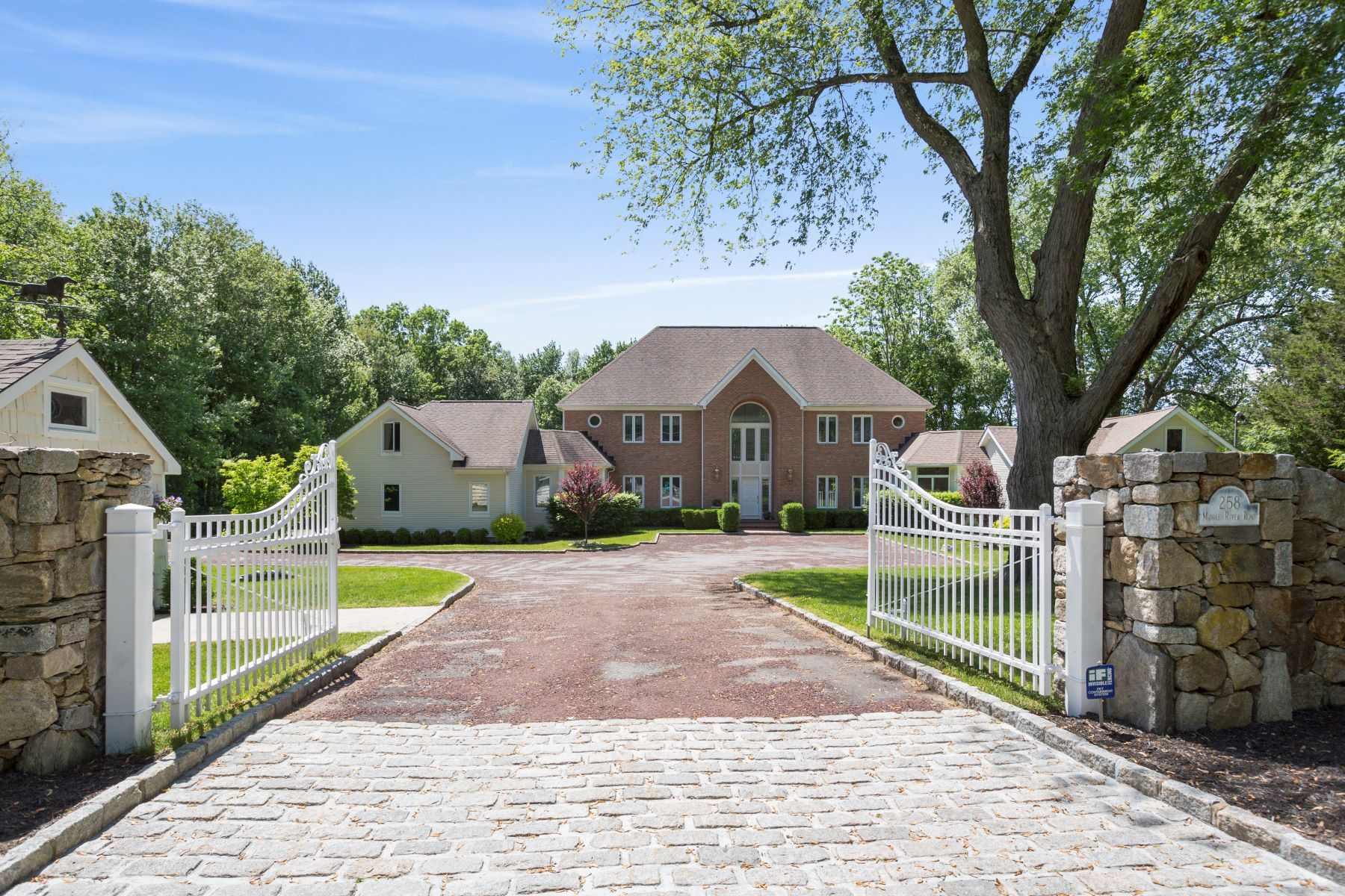 Single Family Homes for Sale at EXQUISITE CONTEMPORARY COLONIAL 256-258 Middle River Rd Danbury, Connecticut 06811 United States