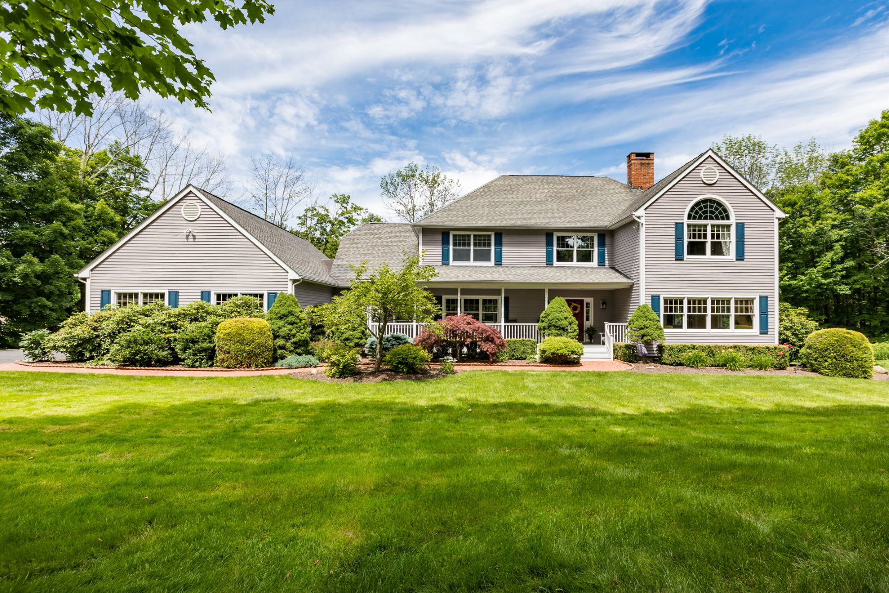 Single Family Homes for Sale at Gorgeous Sun-filled Home 838 North Salem Road Ridgefield, Connecticut 06877 United States