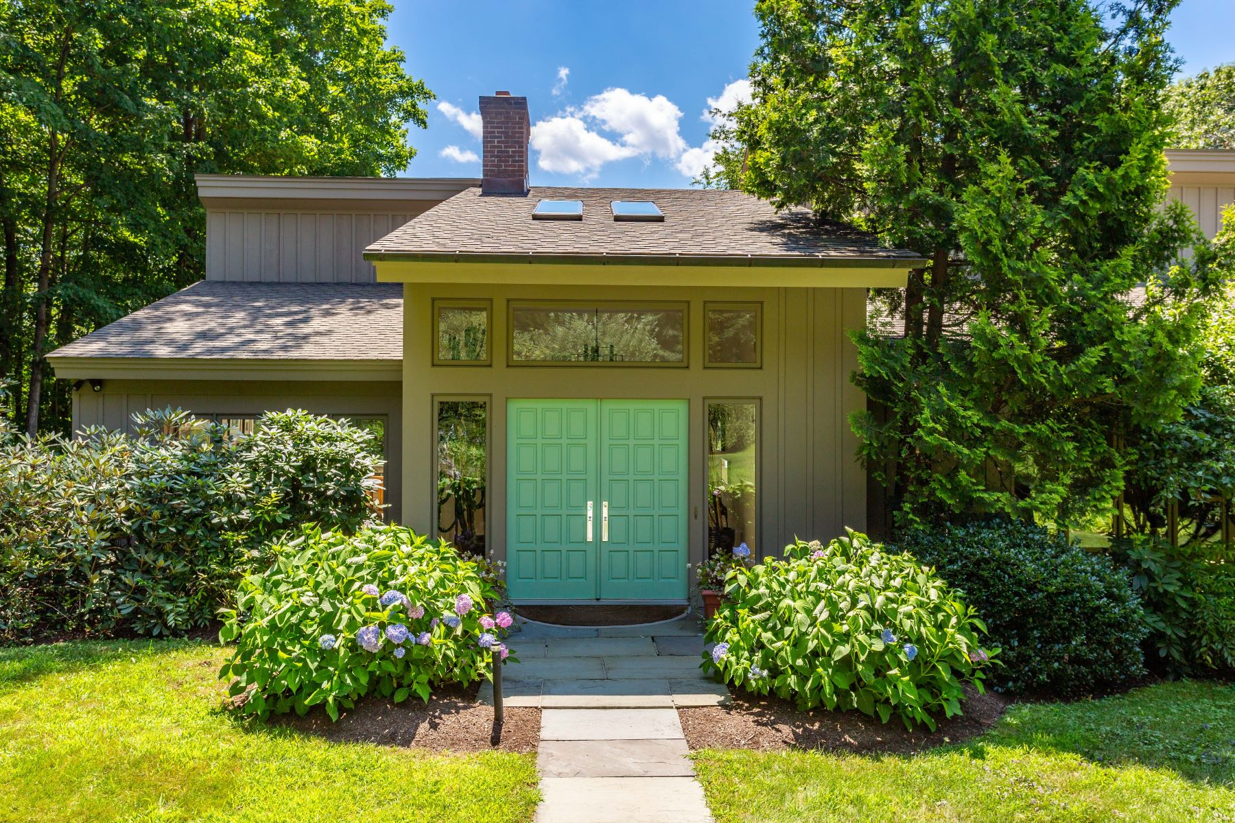 Single Family Homes للـ Sale في 1950's contemporary with amazing southwestern views 523 Munger Lane, Bethlehem, Connecticut 06751 United States