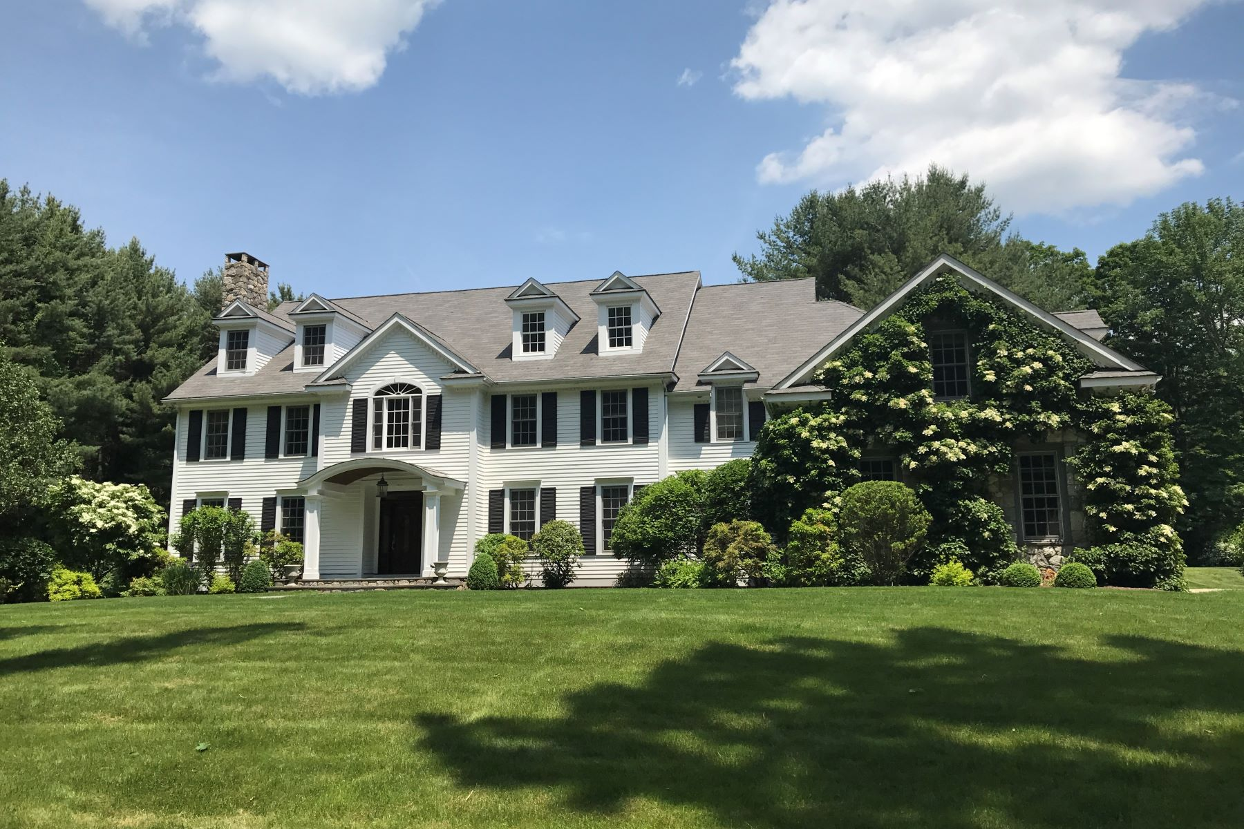 واحد منزل الأسرة للـ Rent في Elegant Center Hall Colonial! 20 Old Stagecoach Road Redding, Connecticut, 06896 United States