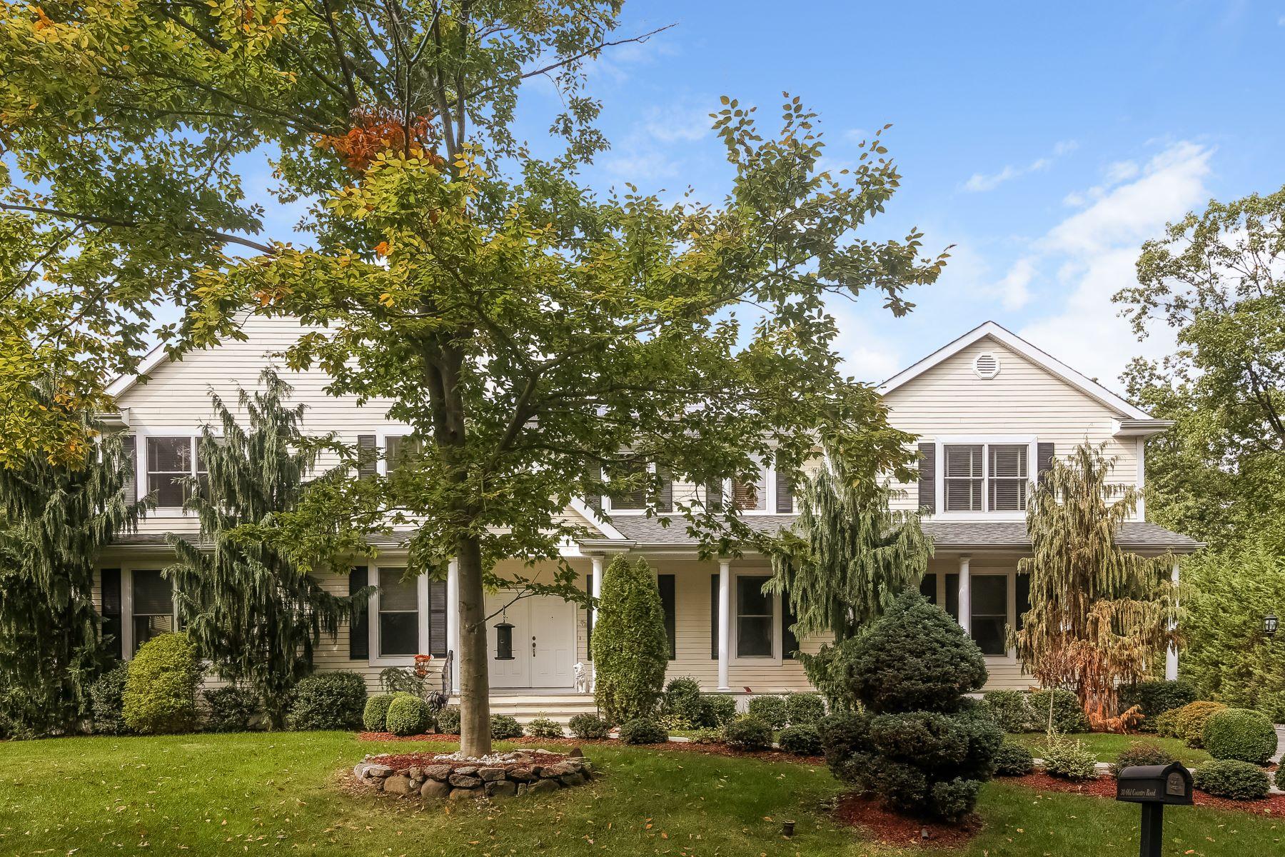 Частный односемейный дом для того Продажа на Inviting Center Hall Colonial 38 Old Country Road New Rochelle, Нью-Йорк 10804 Соединенные Штаты