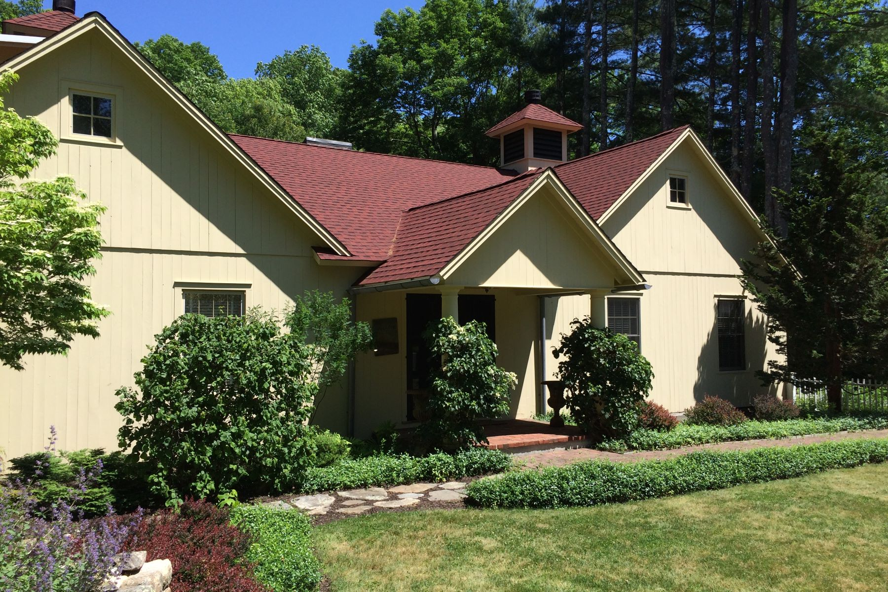 Maison unifamiliale pour l Vente à Exquisite country home 156 Weekeepeemee Rd Woodbury, Connecticut, 06798 États-Unis