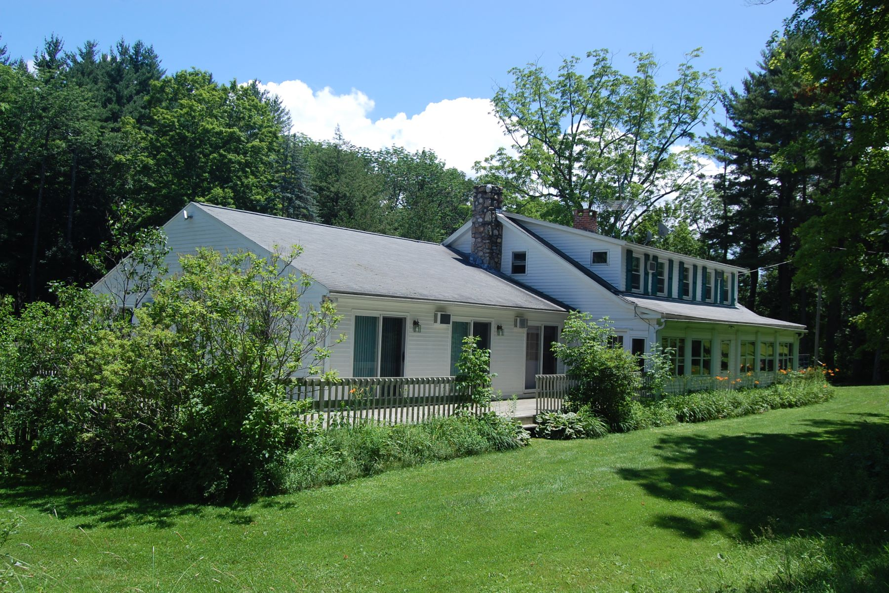 Casa Unifamiliar por un Venta en 117 Pristine Berkshire Acres in Coveted Alford MA 216 Green River Rd Alford, Massachusetts 01266 Estados Unidos