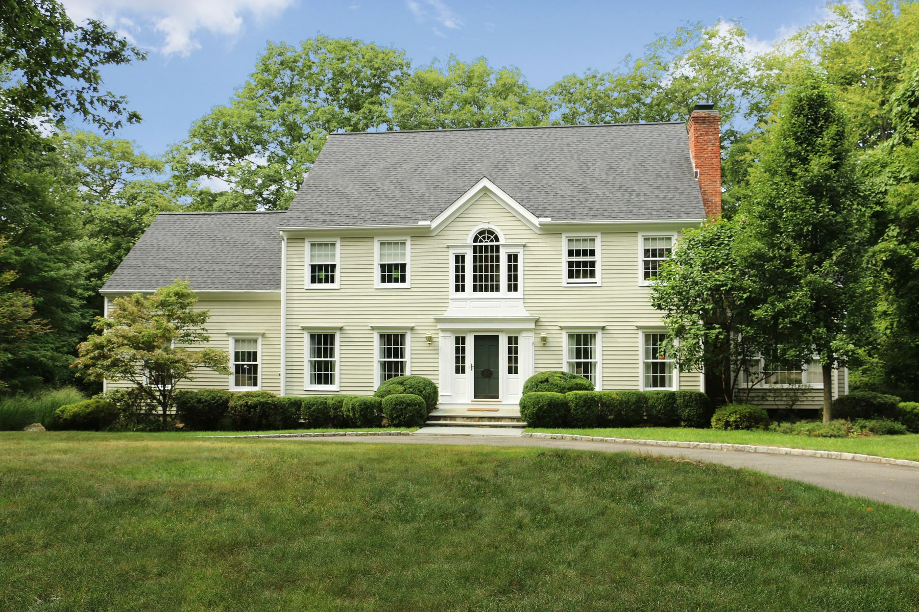 Casa Unifamiliar por un Venta en Elegant & Updated Colonial 22 Armand Road Ridgefield, Connecticut, 06877 Estados Unidos