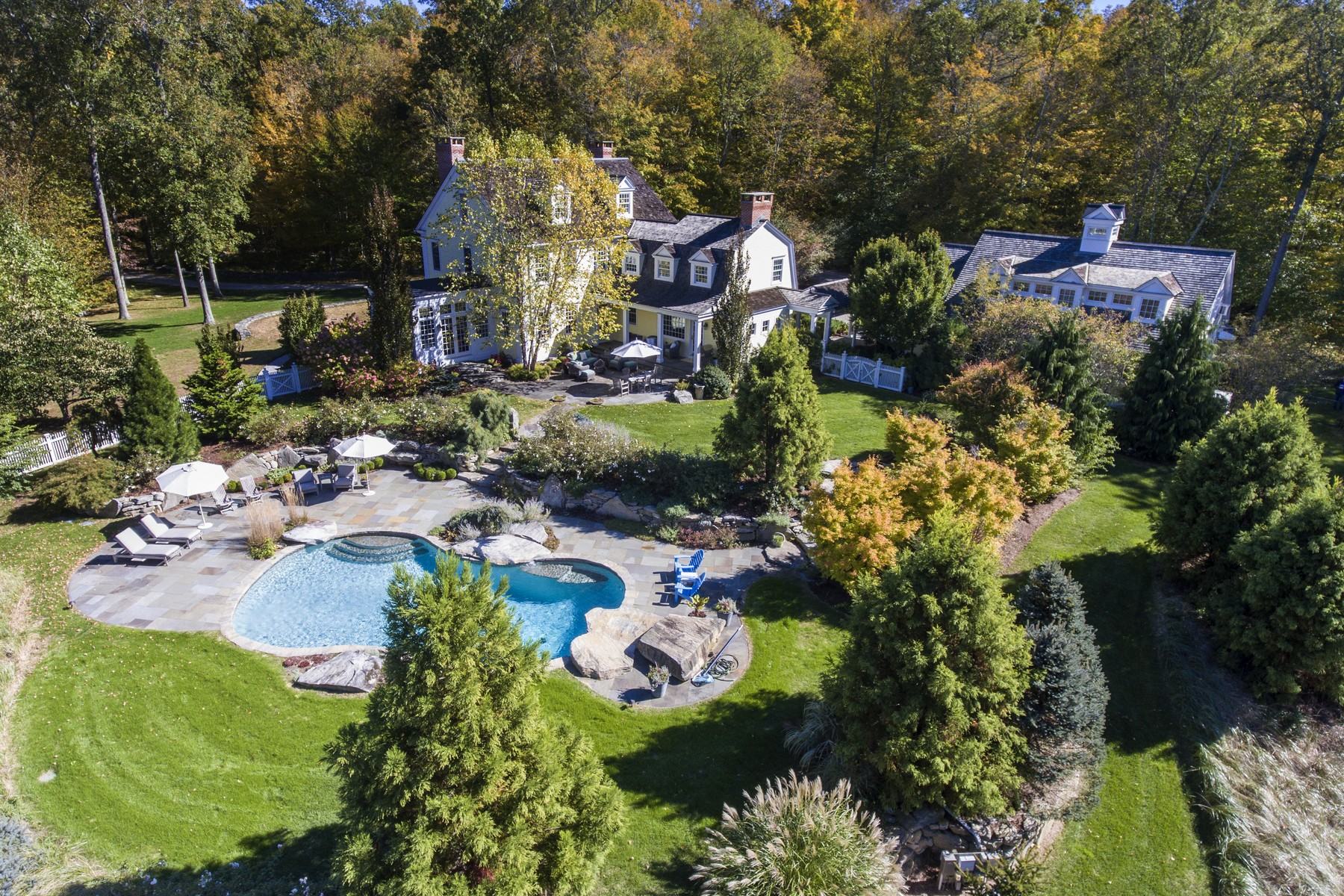 Maison unifamiliale pour l Vente à Resort Living on 33 Acres, Custom Home 123 Brush Hill Rd Lyme, Connecticut, 06371 États-Unis
