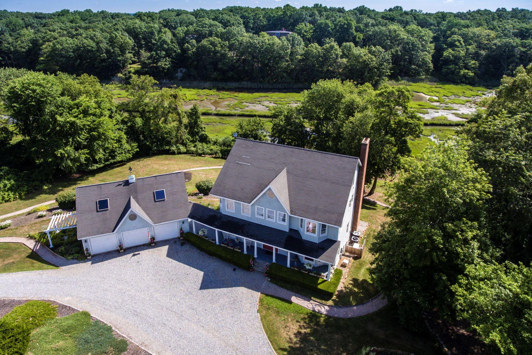 Nhà ở một gia đình vì Bán tại 143 Lower Rd Guilford, Connecticut, 06437 Hoa Kỳ