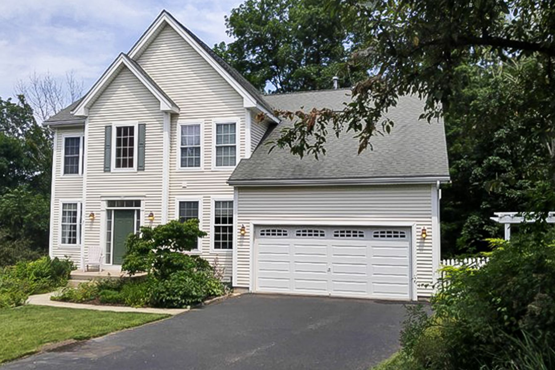 Single Family Home for Sale at Award Winning Complex 11 Independence Circle 11 Southbury, Connecticut 06488 United States