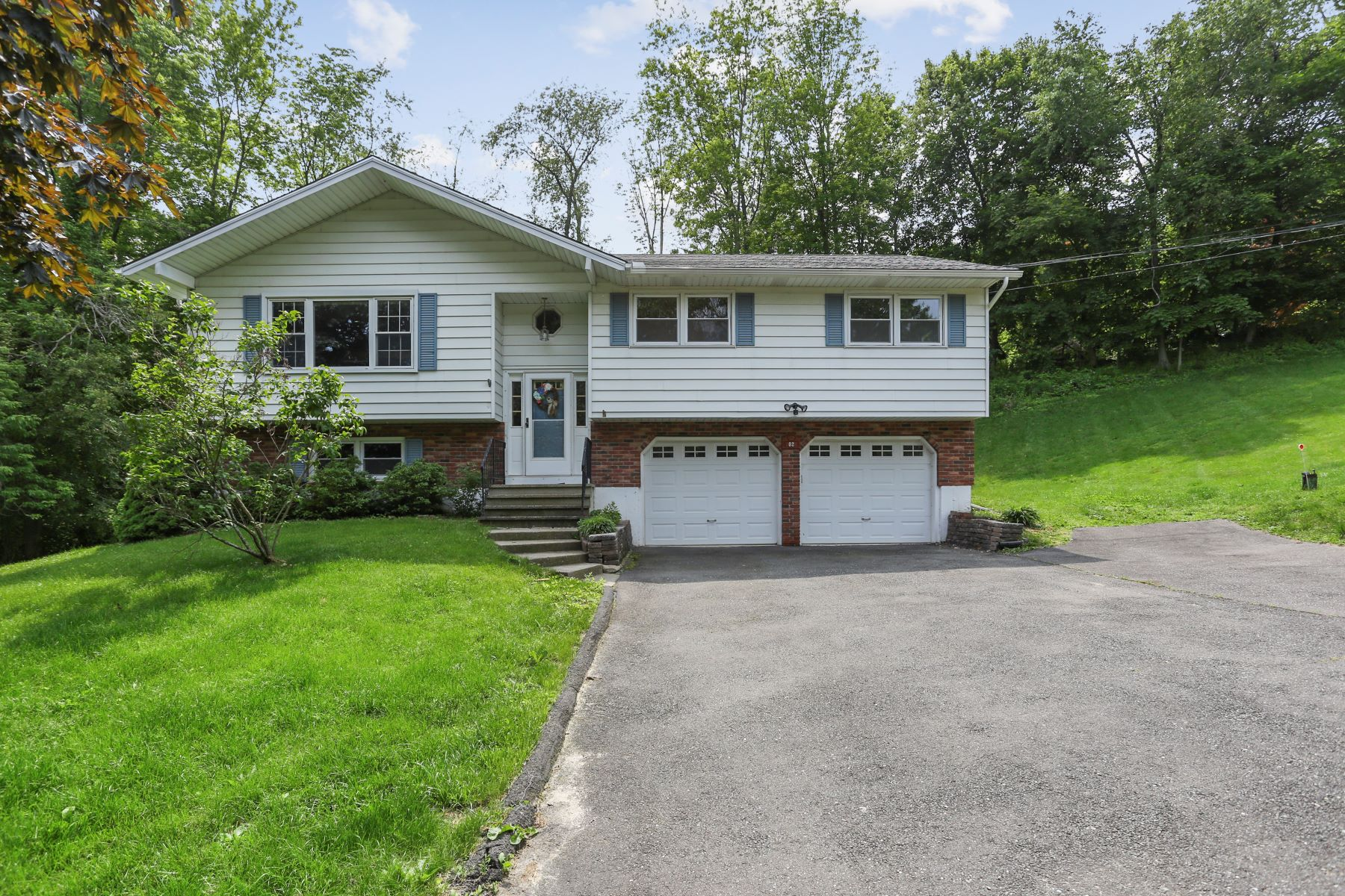 single family homes for Sale at Spacious Raised Ranch 2 Glen Road, New Fairfield, Connecticut 06812 United States
