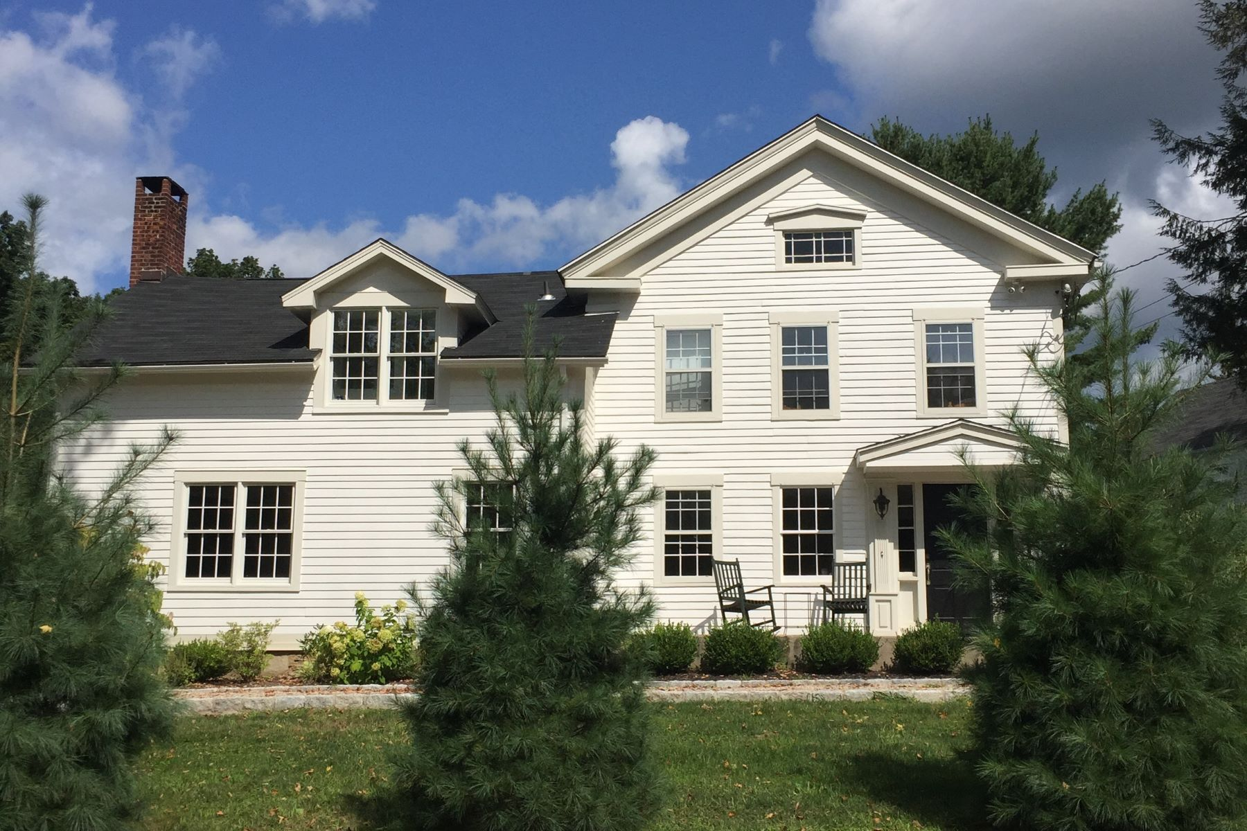 独户住宅 为 出租 在 Beautifully Renovated 1860 Estate 42 B Squire Road, 罗克斯伯里, 康涅狄格州, 06783 美国