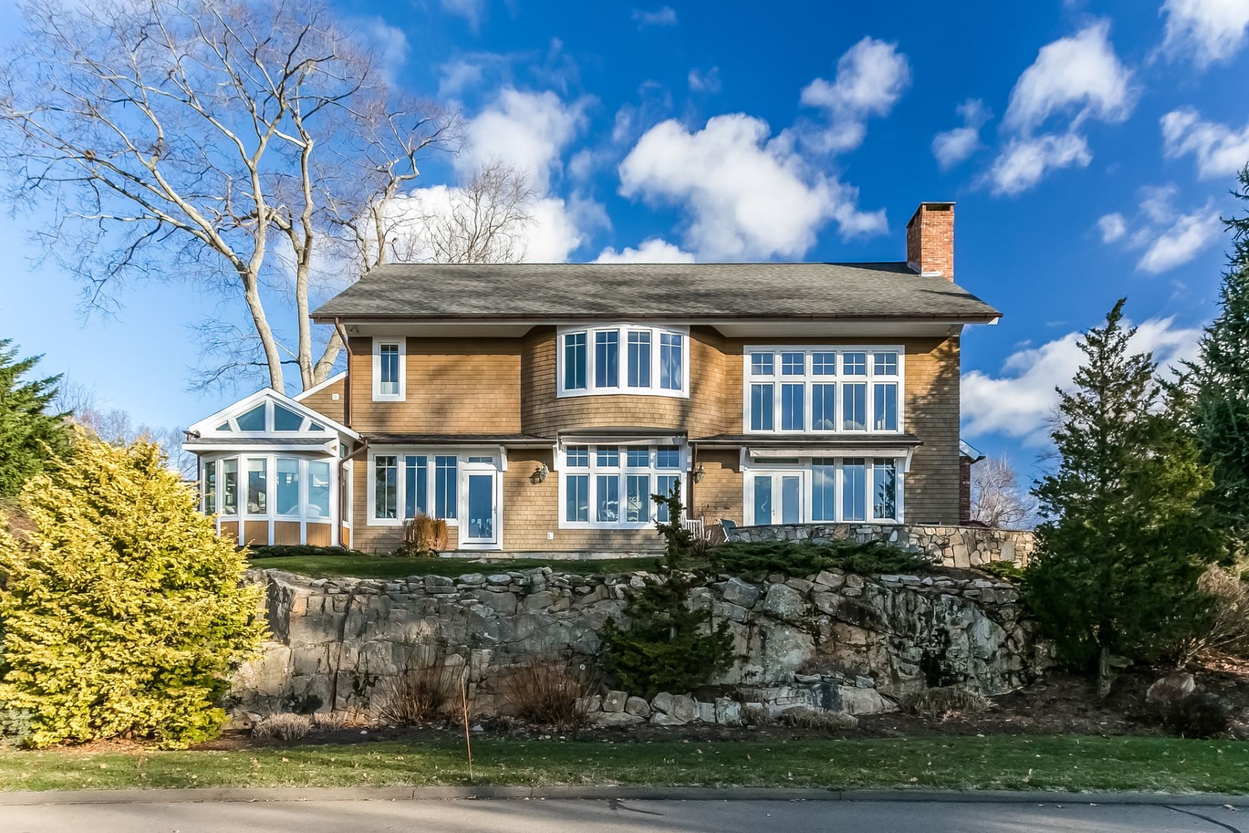 Casa Unifamiliar por un Venta en Spectacular Juniper Point 2 Gaylea Dr Branford, Connecticut, 06405 Estados Unidos