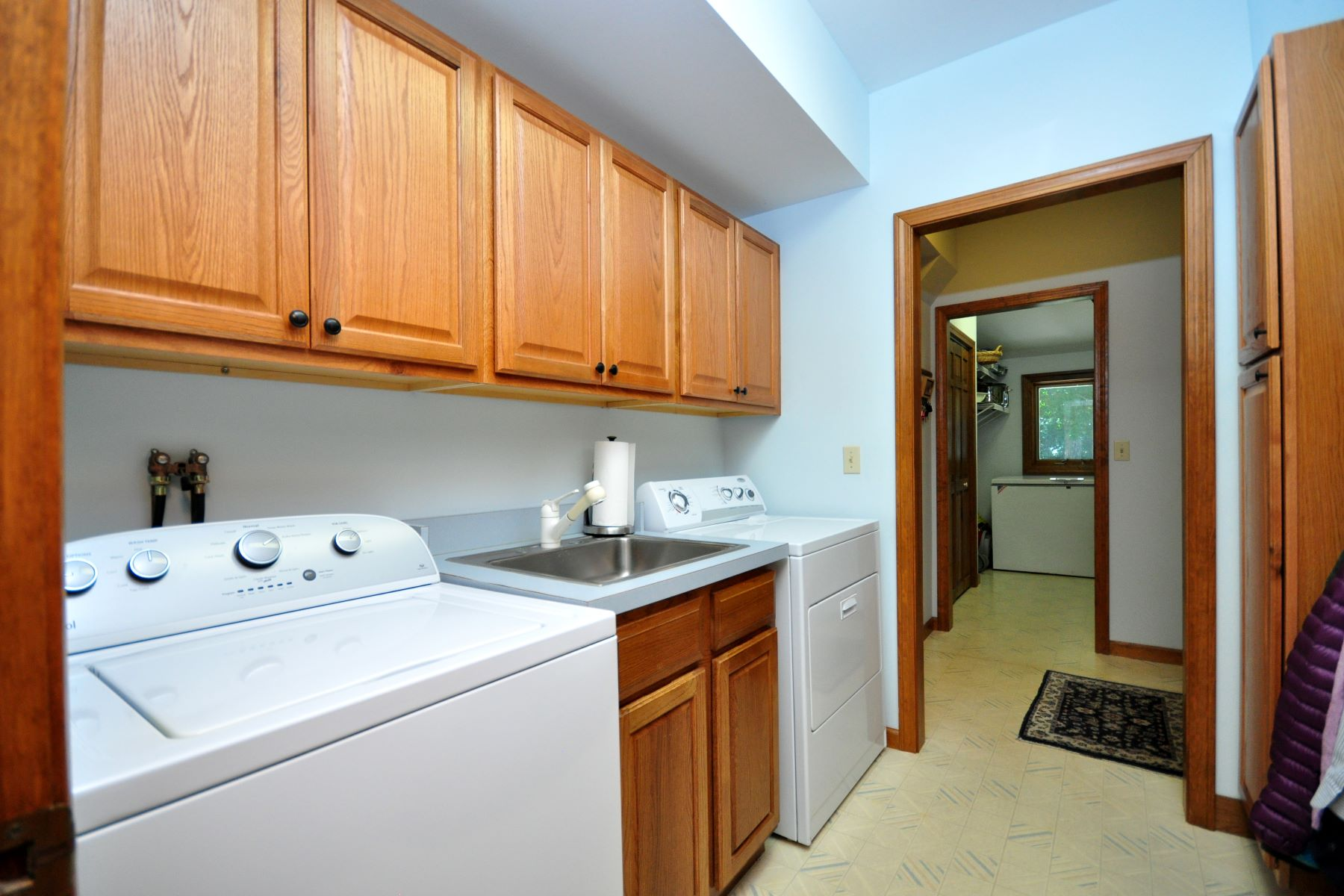 Additional photo for property listing at Luxury Bethlehem Contemporary Colonial 81 Deerwood, Bethlehem, Connecticut 06751 États-Unis