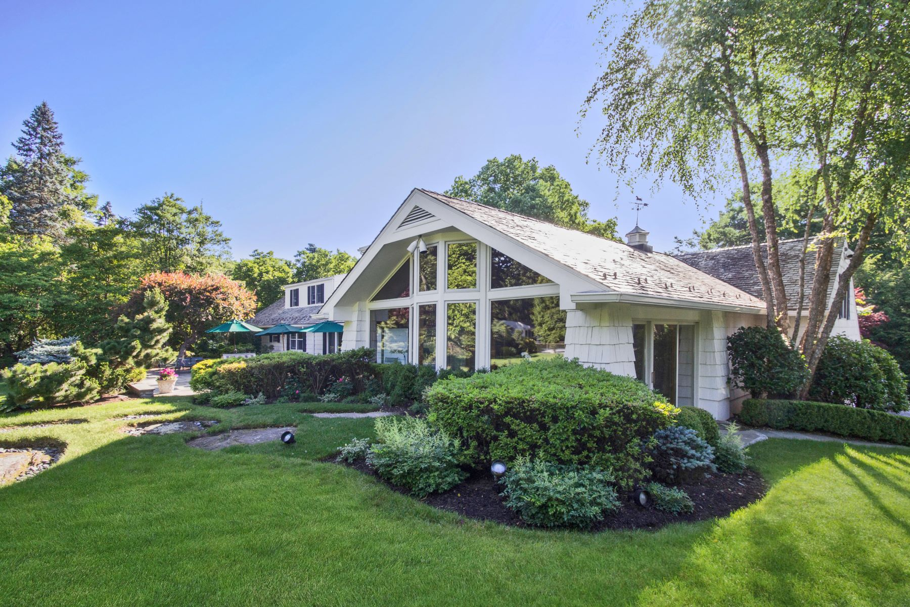 Single Family Home for Sale at 41 Winged Foot Drive 41 Winged Foot Drive Larchmont, New York 10538 United States