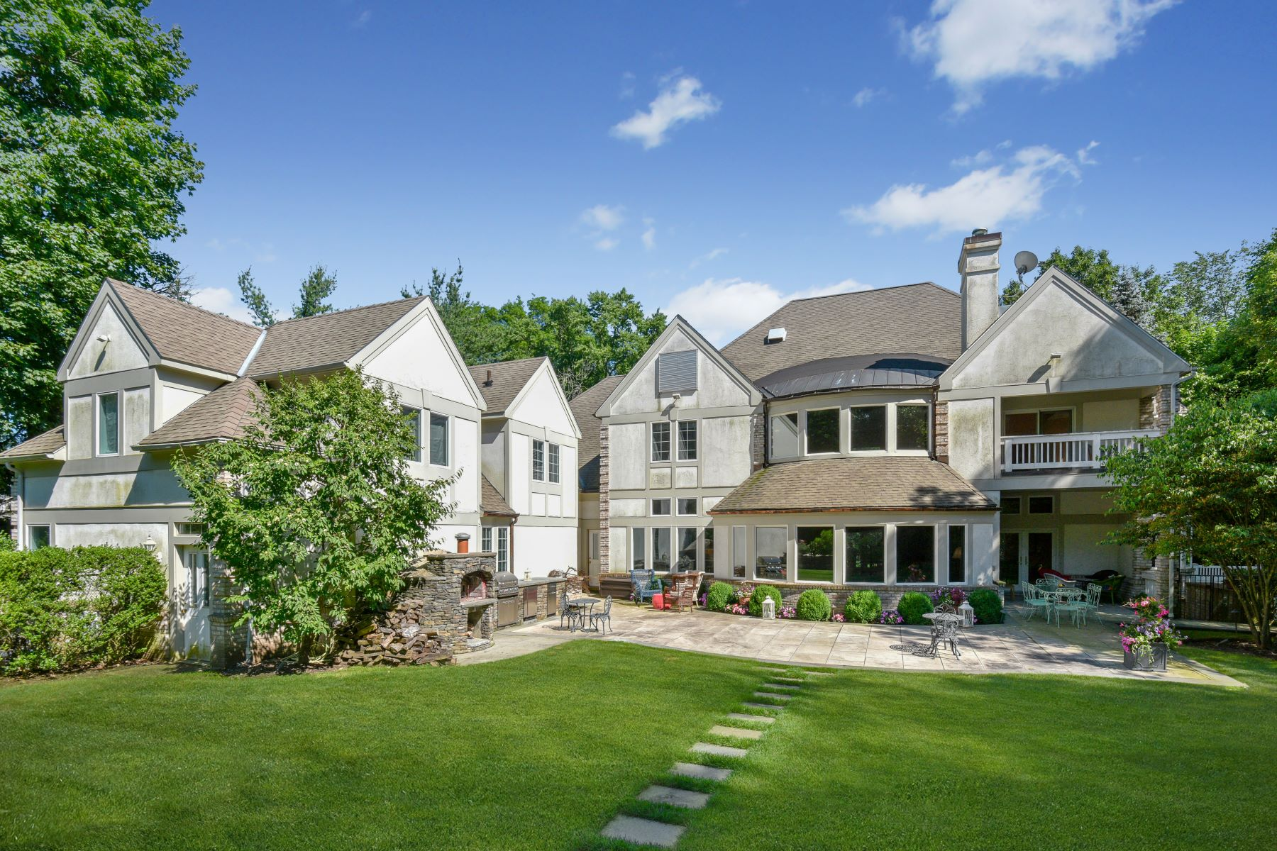 Single Family Homes for Active at Picture Perfect Colonial 15 Brookby Road Scarsdale, New York 10583 United States