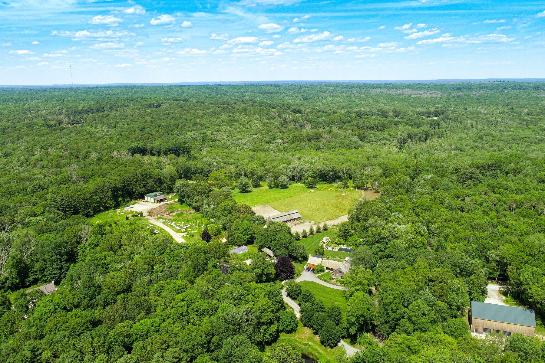Granjas / Hacienda / Platanción por un Venta en 114 Acre Stunning Farmstead Property 79 Pine Woods Road North Stonington, Connecticut 06359 Estados Unidos