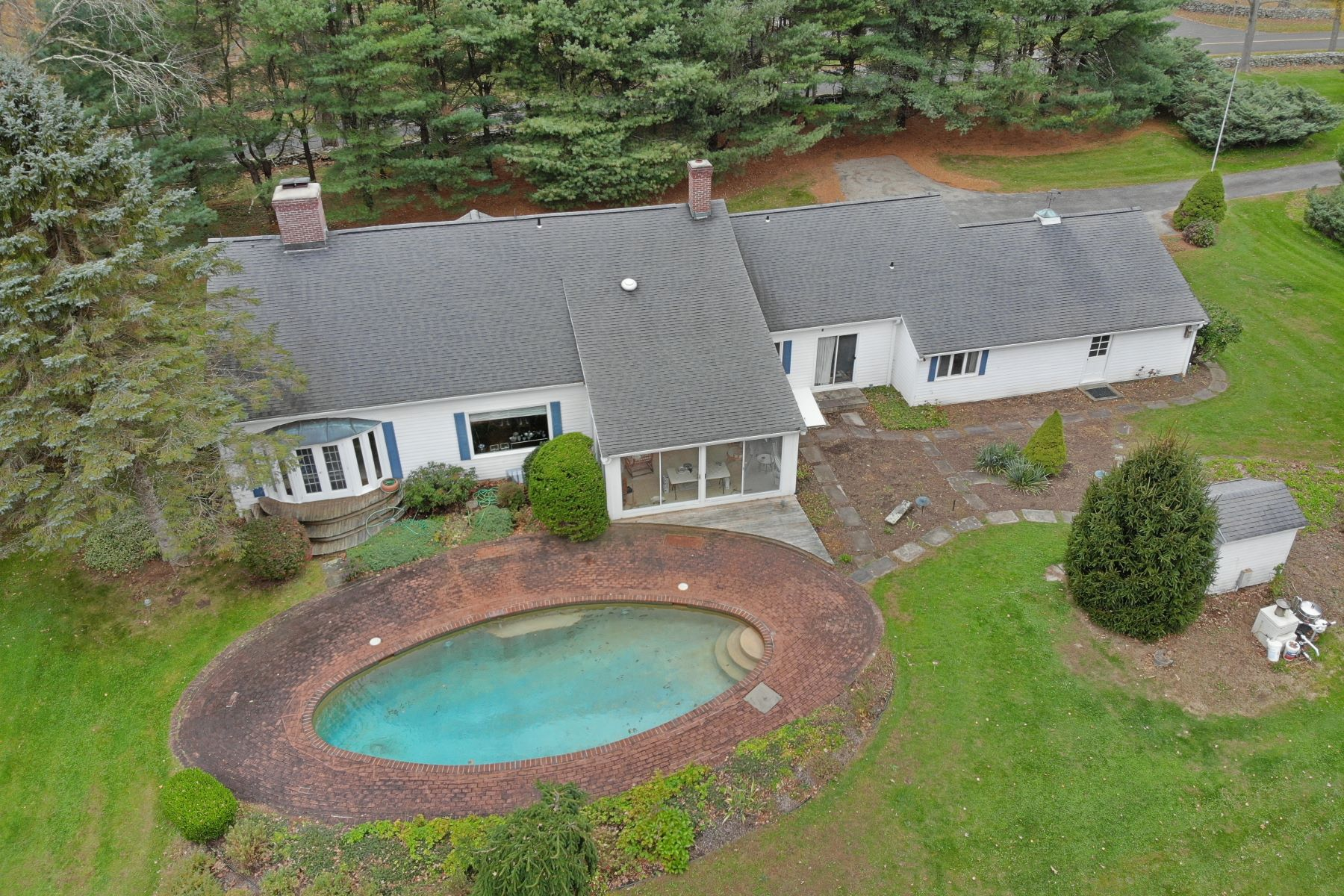 Single Family Homes for Sale at 196 Apple Lane 196 Apple Ln Roxbury, Connecticut 06783 United States