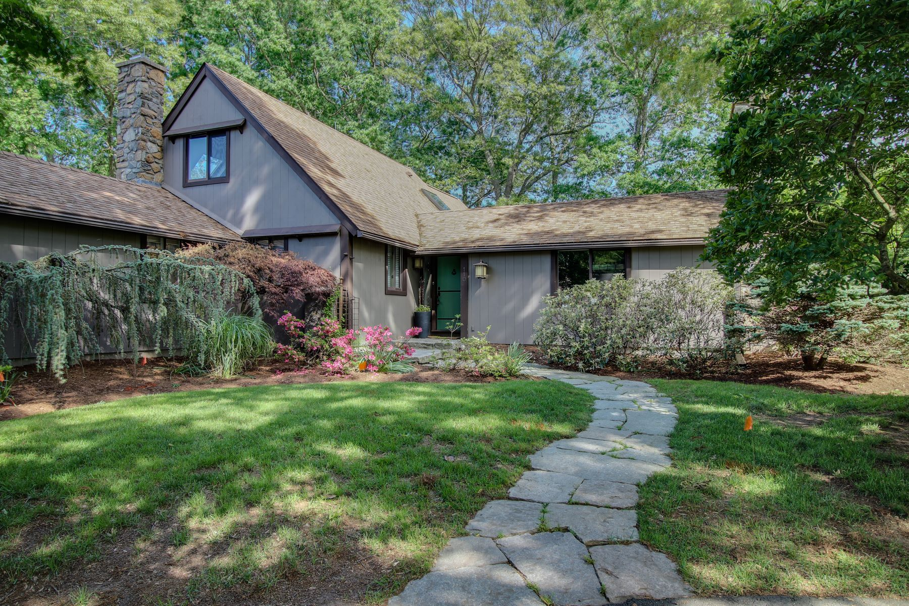 Single Family Home for Sale at 110 Riverview Drive 110 Riverview Dr Guilford, Connecticut 06437 United States