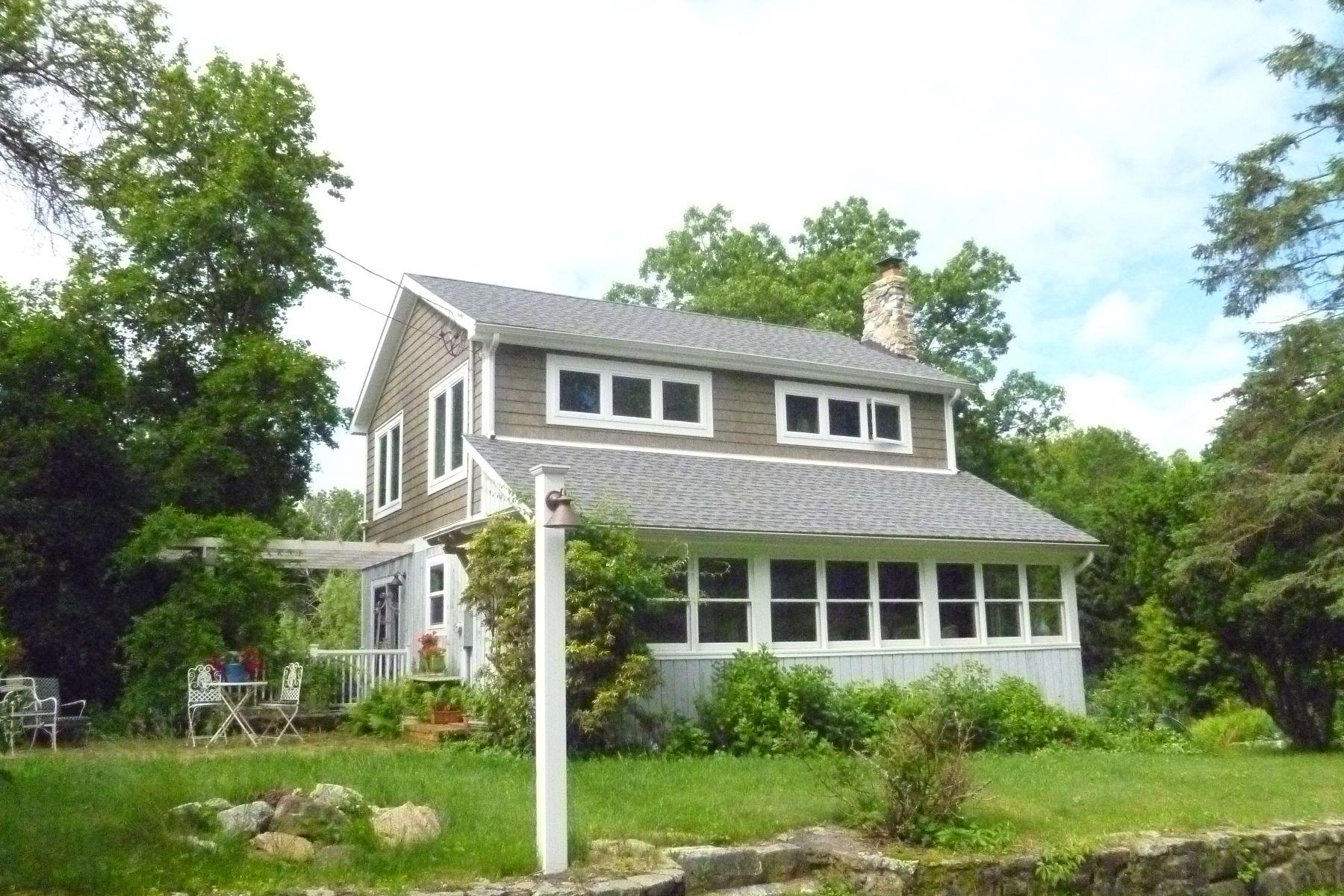 Частный односемейный дом для того Аренда на Unfurnished Rental 18 Lake Road Ridgefield, Коннектикут, 06877 Соединенные Штаты