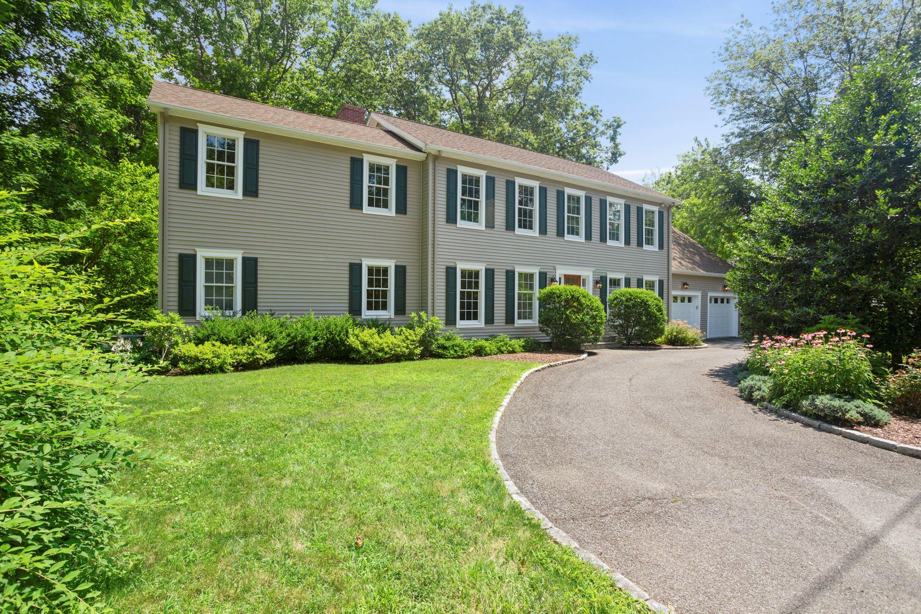 Single Family Homes för Försäljning vid 4 Bedroom Colonial 139 West Avenue, Darien, Connecticut 06820 Förenta staterna