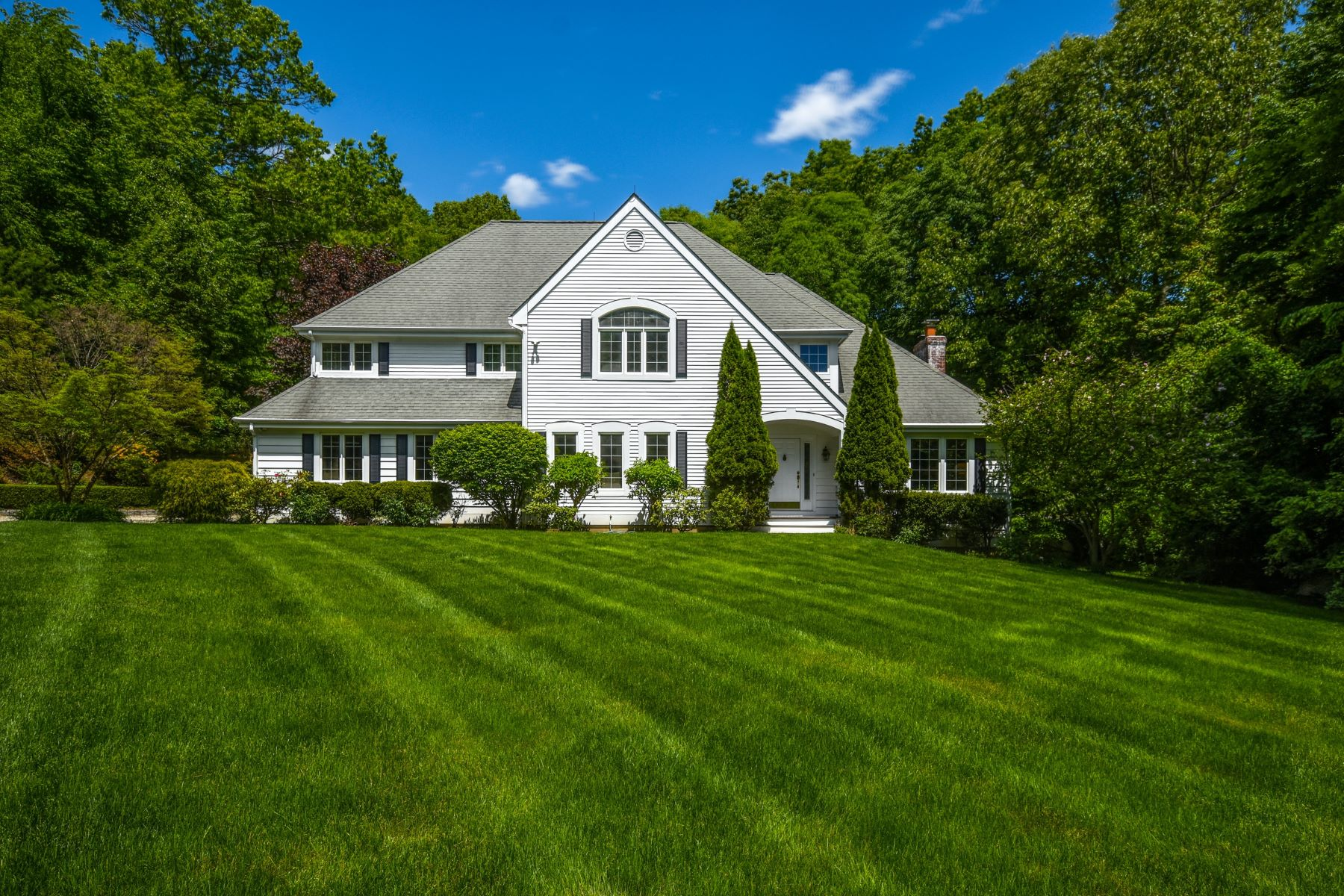 Single Family Homes للـ Sale في Weston Colonial located on a Private Setting 1 Woods End Lane, Weston, Connecticut 06883 United States