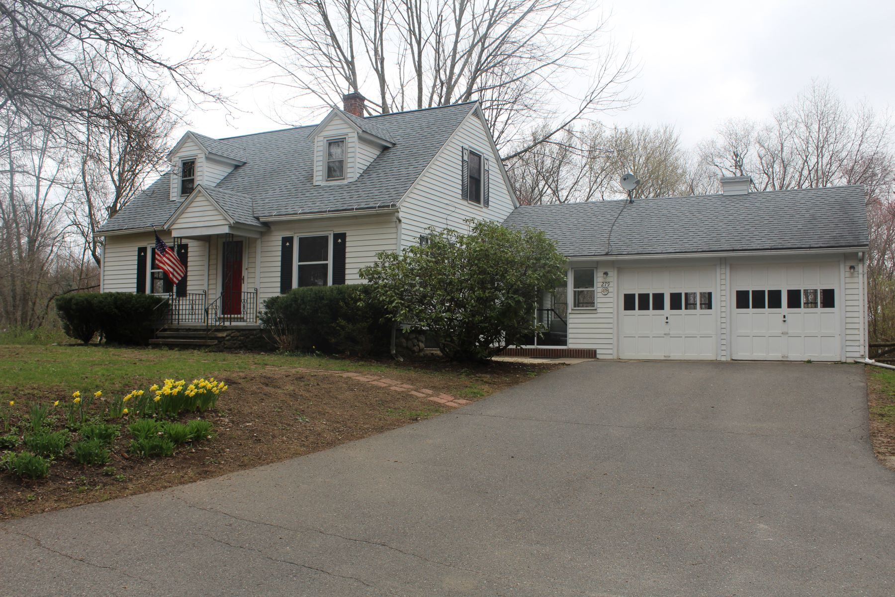 other residential homes voor Verkoop op Move In Ready Cape 279 Straits Turnpike, Watertown, Connecticut 06795 Verenigde Staten