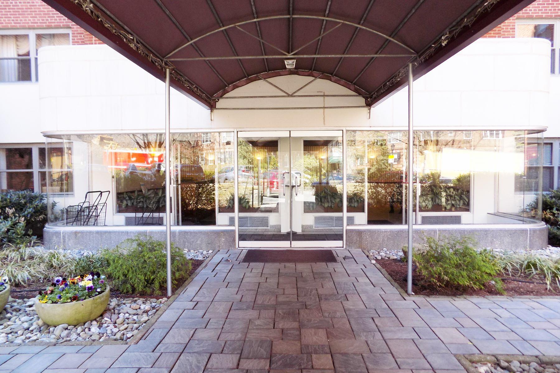 合作公寓 为 销售 在 Airy & spacious Co-op on Popham 50 Popham Road 4C 斯卡斯代尔, 纽约 10583 美国