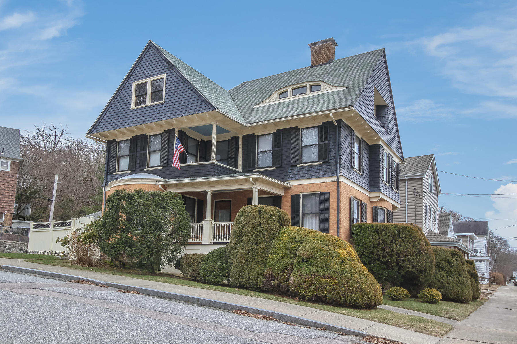single family homes voor Verkoop op Exquisite Period Craftsmanship 148 Broad Street, Norwich, Connecticut 06360 Verenigde Staten