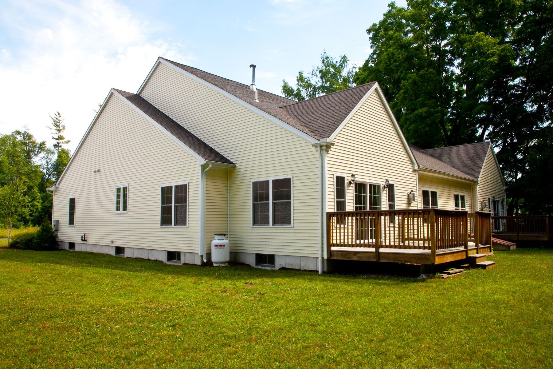 Nhà chung cư vì Bán tại Blackberry River Commons Condo 3 Housatonic Lane 3 Canaan, Connecticut, 06018 Hoa Kỳ