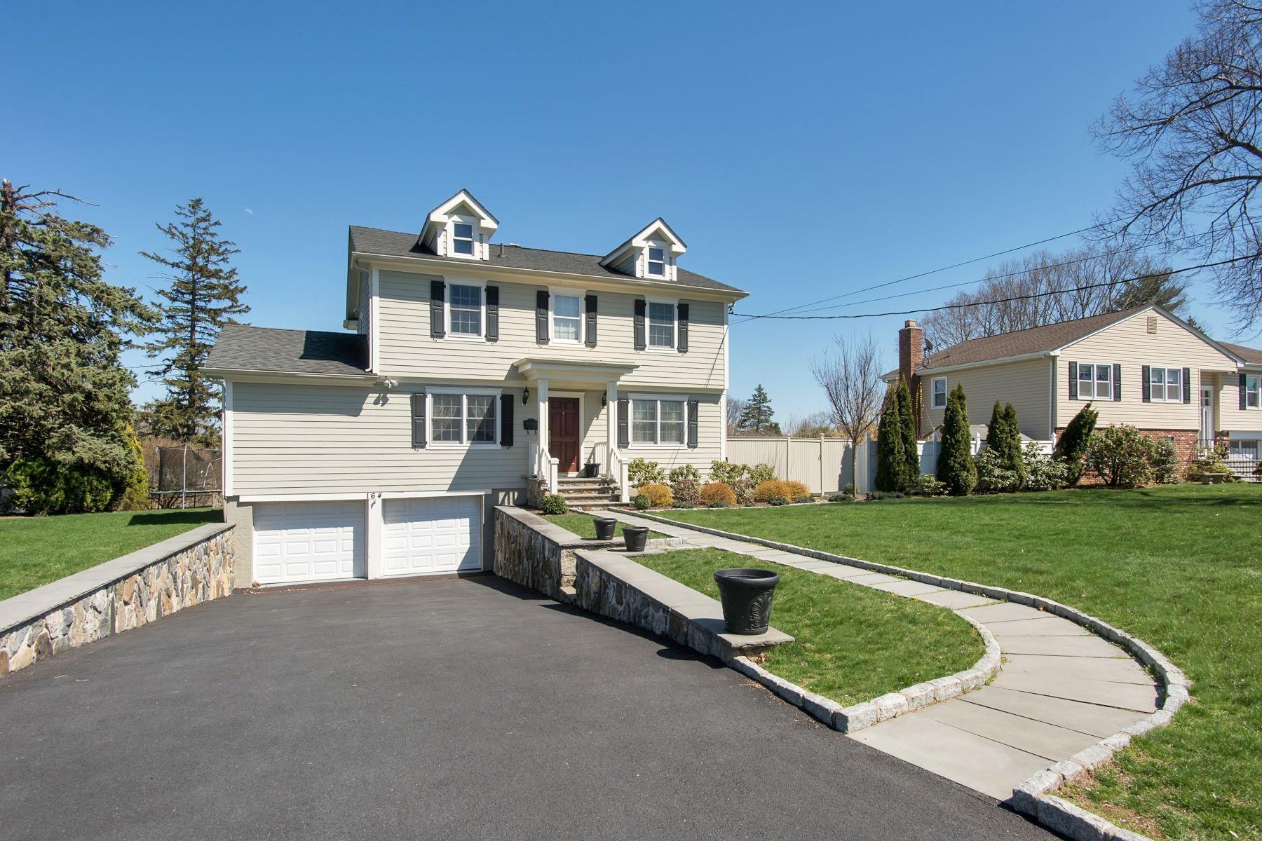 Частный односемейный дом для того Продажа на 164 Pythian Avenue 164 Pythian Avenue Hawthorne, Нью-Йорк 10532 Соединенные Штаты