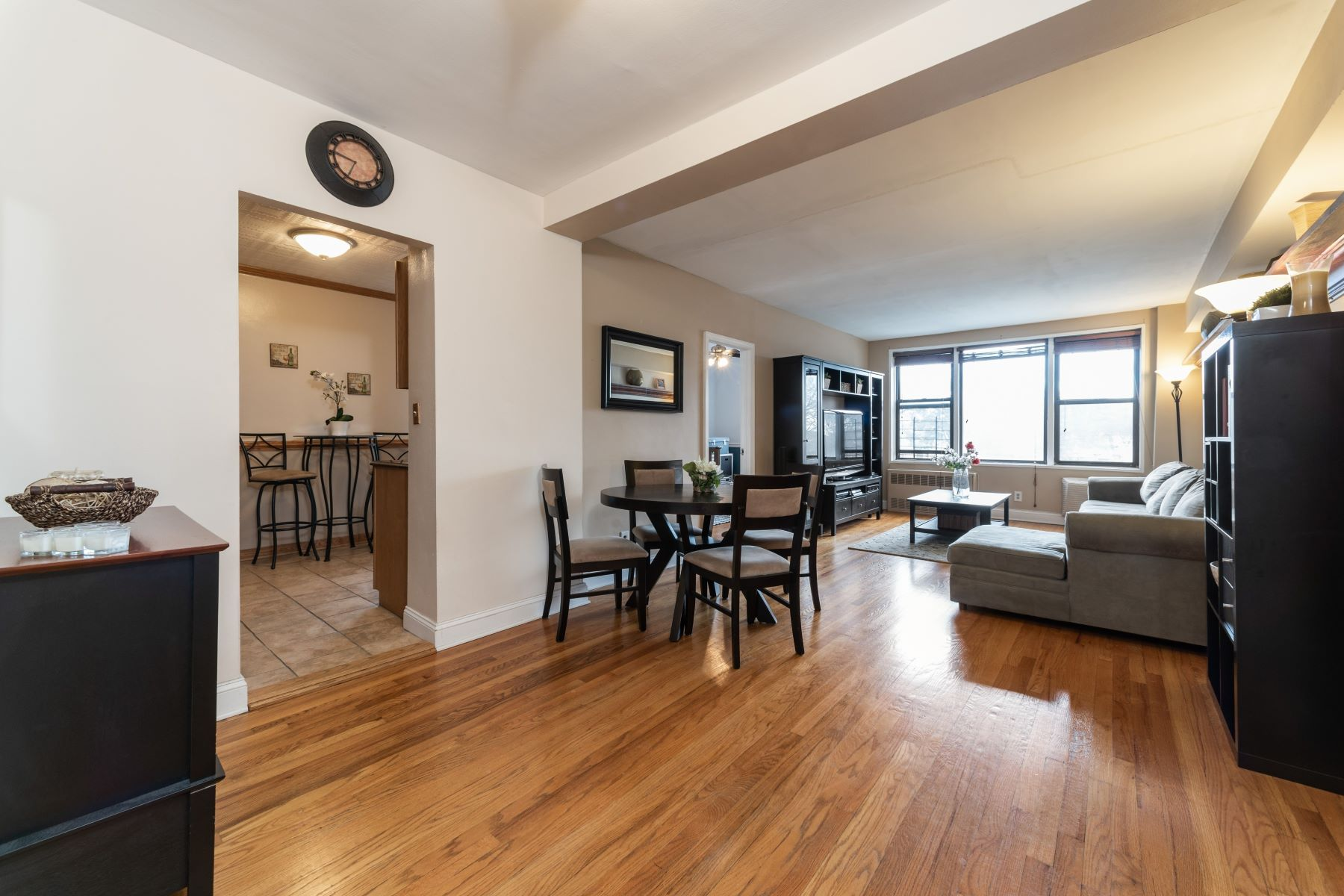Co-op Properties for Active at 575 Bronx River Road 5C Yonkers, New York 10704 United States