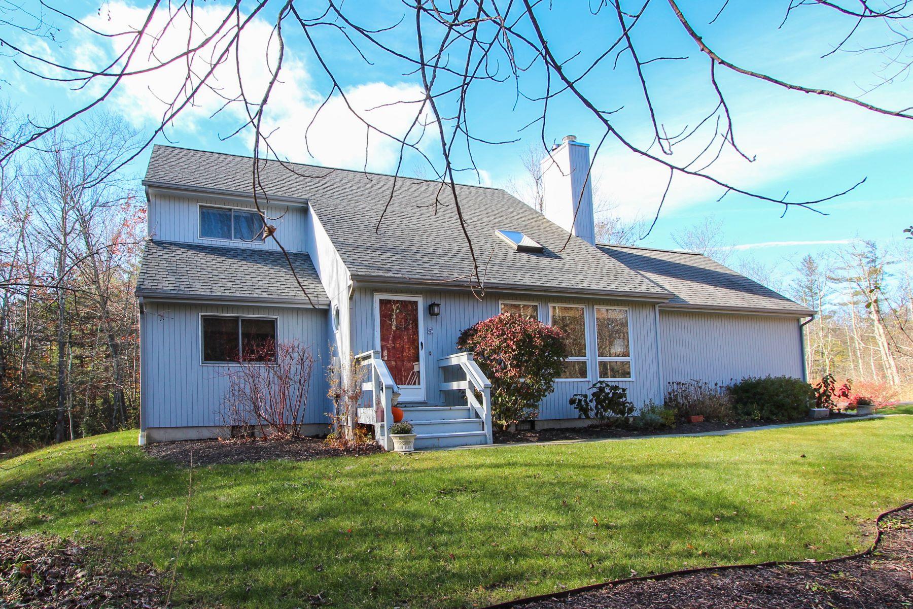 独户住宅 为 销售 在 Contemporary Cape At Woodridge Lake 5 Valcove Court, 哥珊地, 康涅狄格州, 06756 美国
