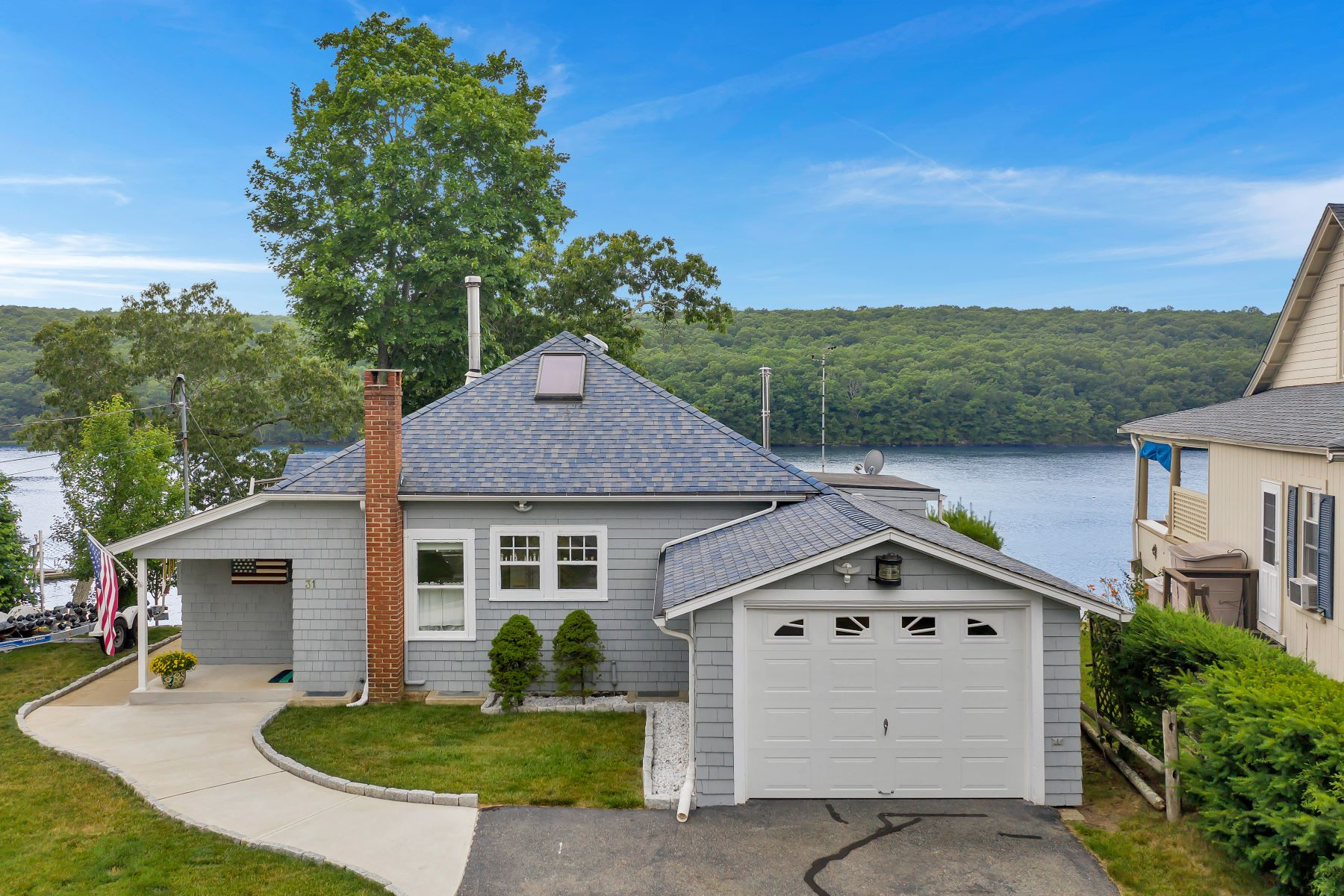 Single Family Homes للـ Sale في Waterfront with a Dock! 31 Oswegatchie Road, Waterford, Connecticut 06385 United States