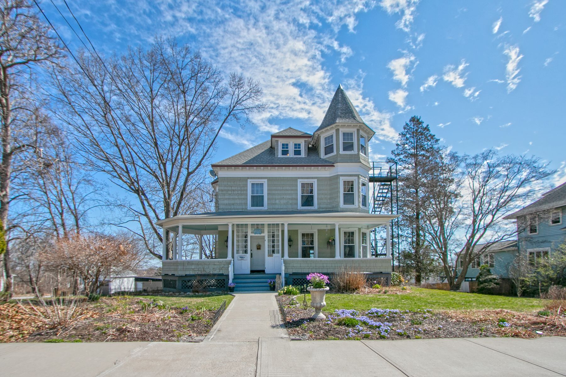 single family homes for Sale at Spacious and Beautiful Victorian 302 Montauk Avenue, New London, Connecticut 06320 United States